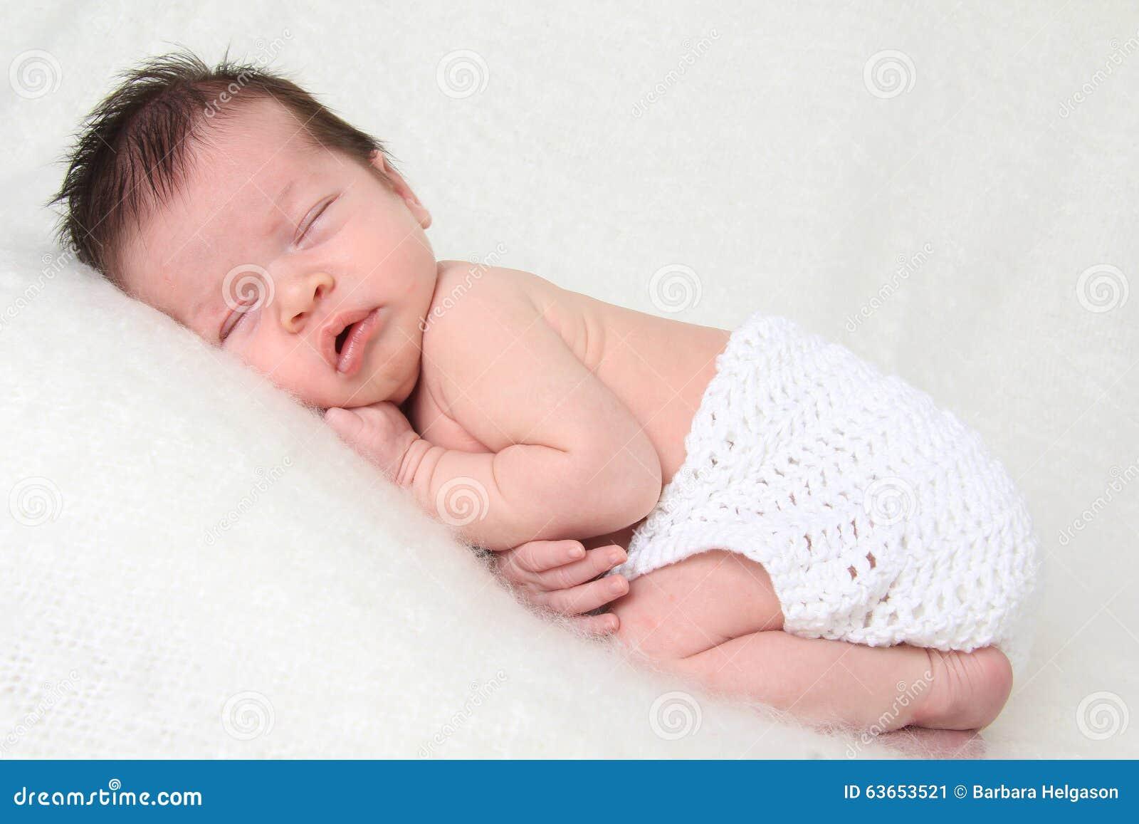 新出生的女婴