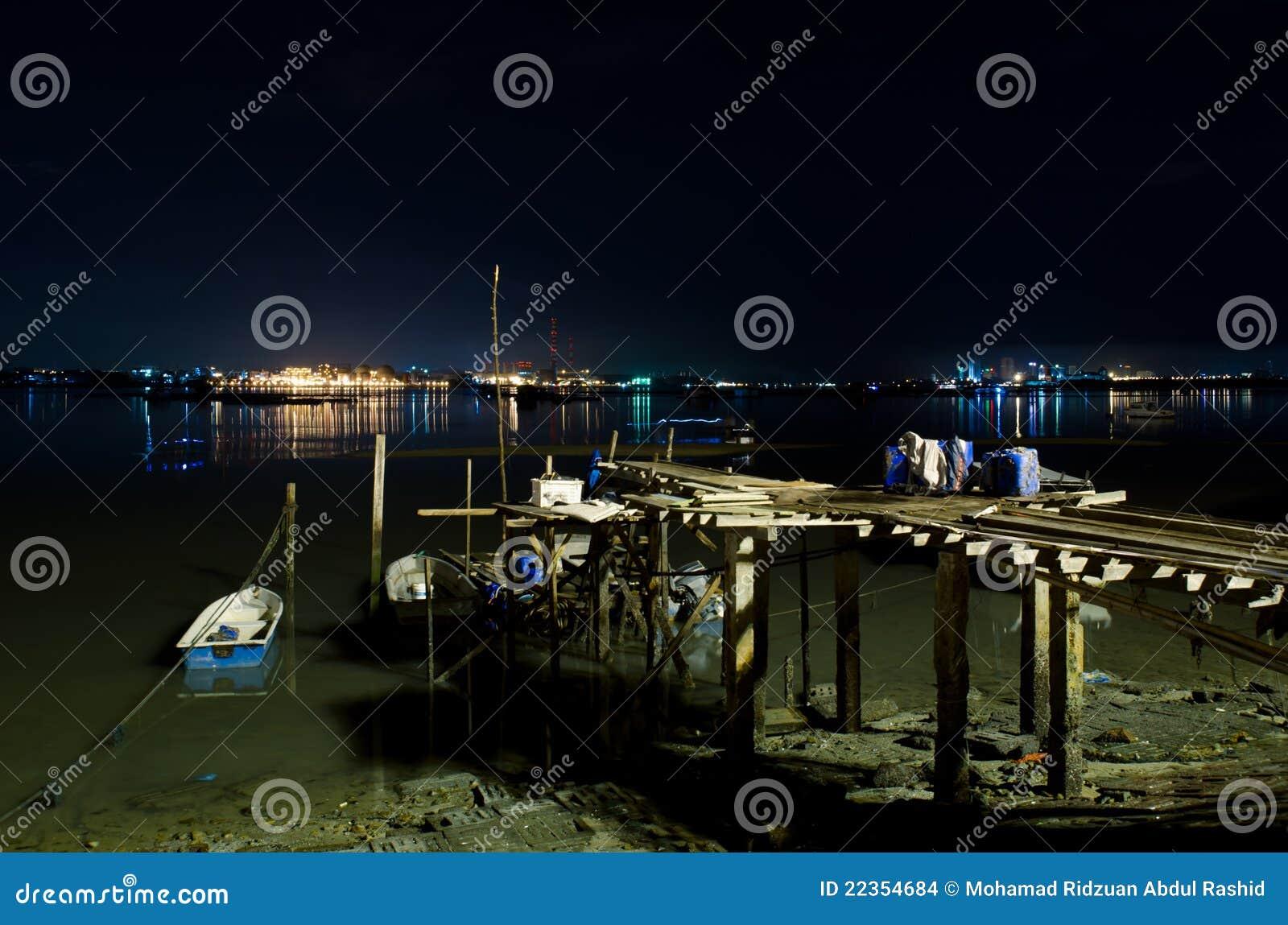 新加坡晚上视图从Johor的