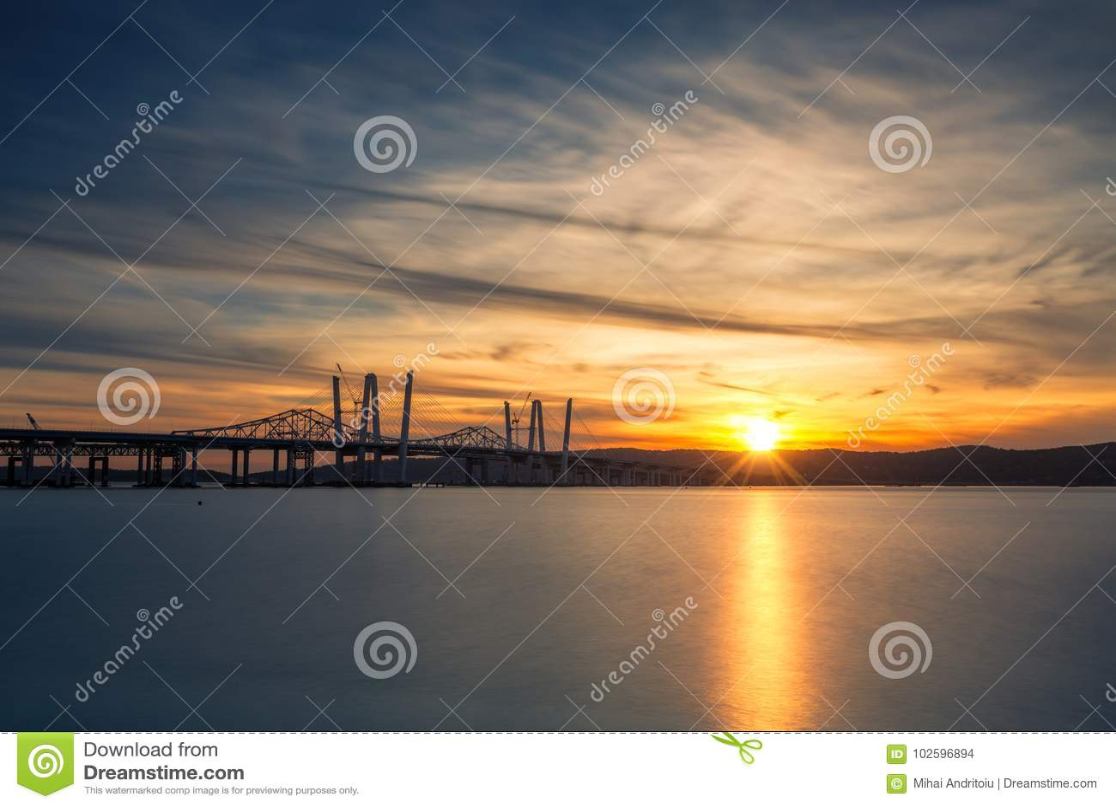 新和老Tappan Zee桥梁