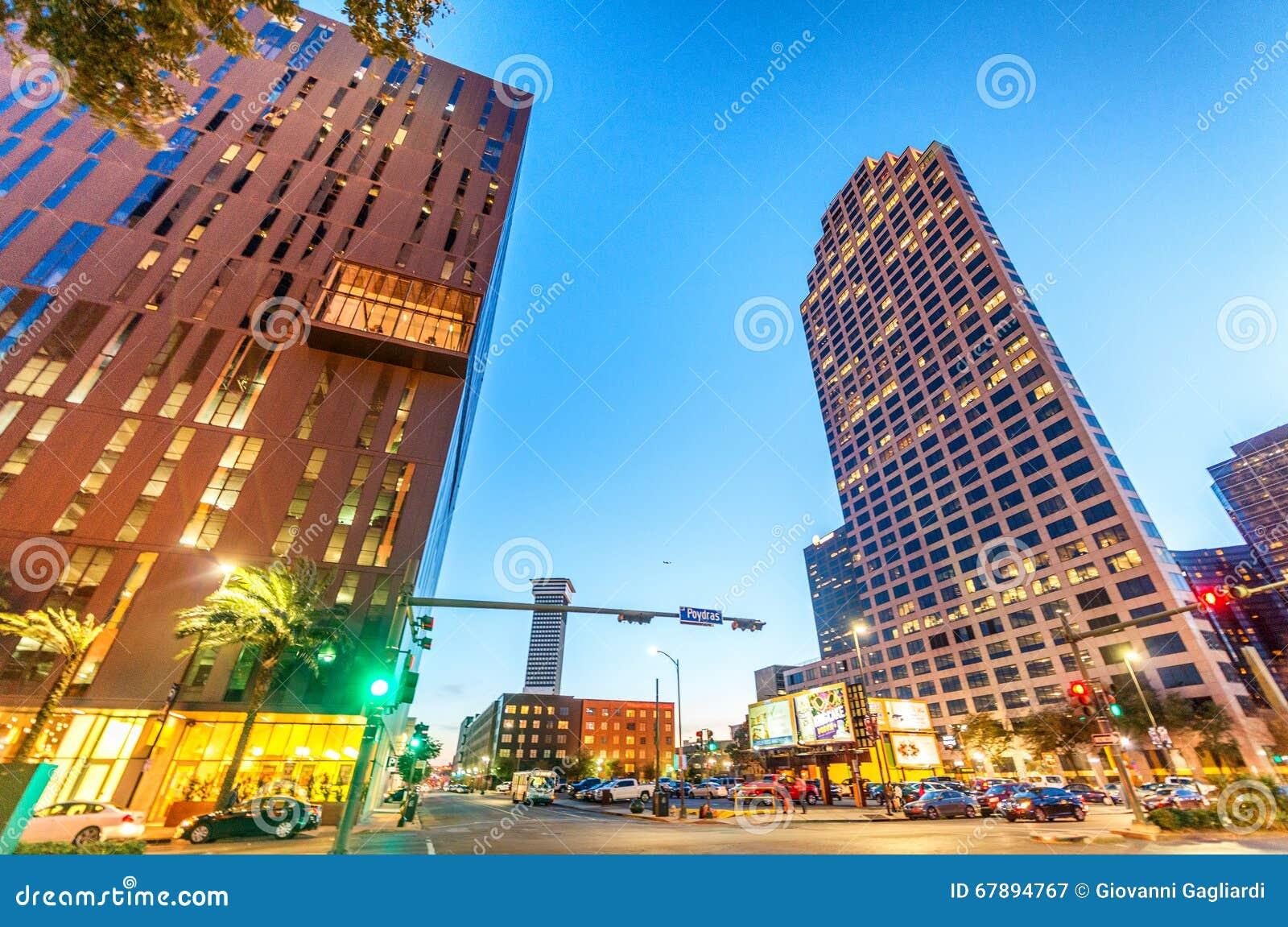 新奥尔良- 2016年1月20日:城市街道在晚上 新