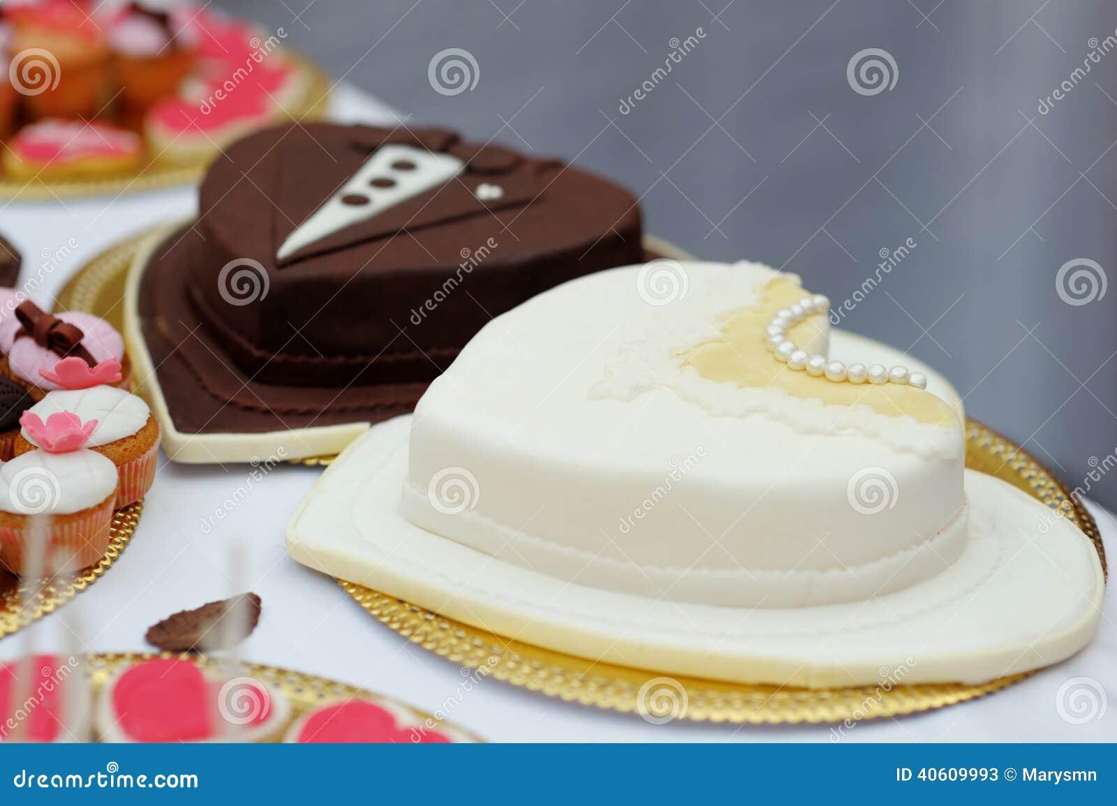 新娘和新郎蛋糕