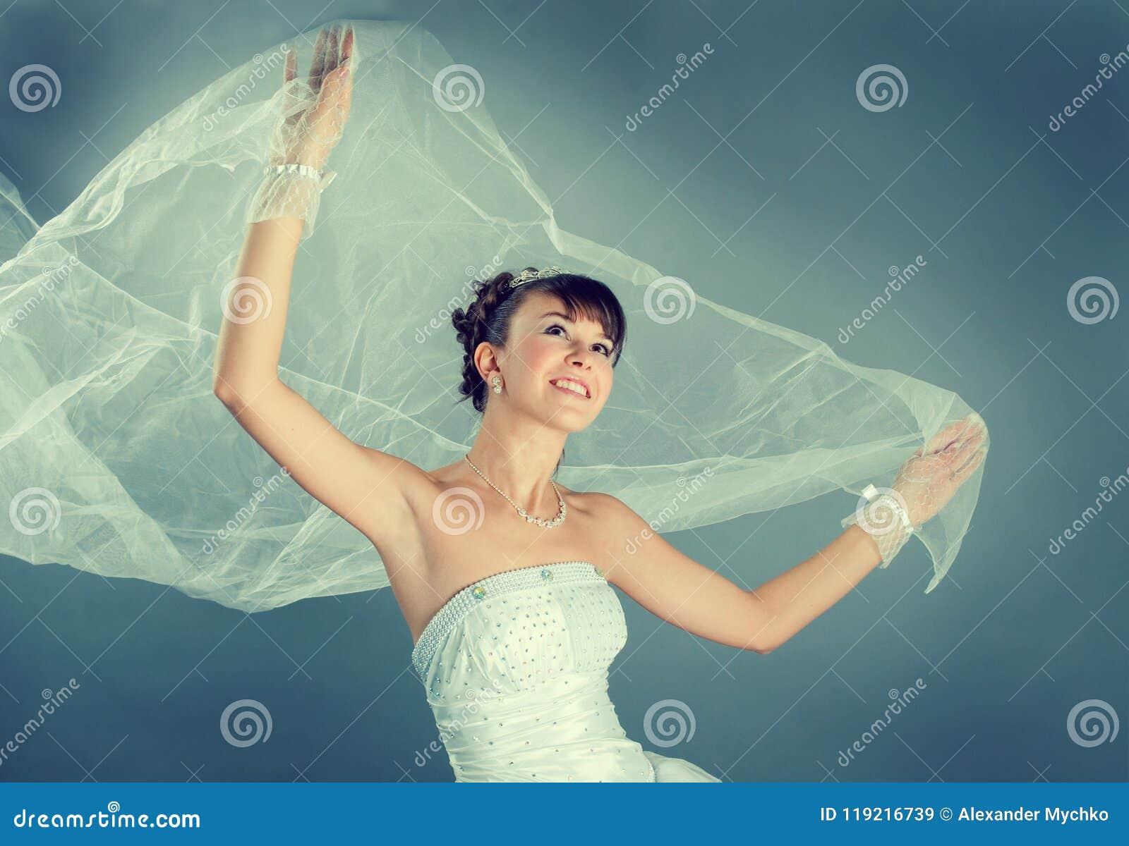 新娘礼服穿戴的高雅婚礼白色