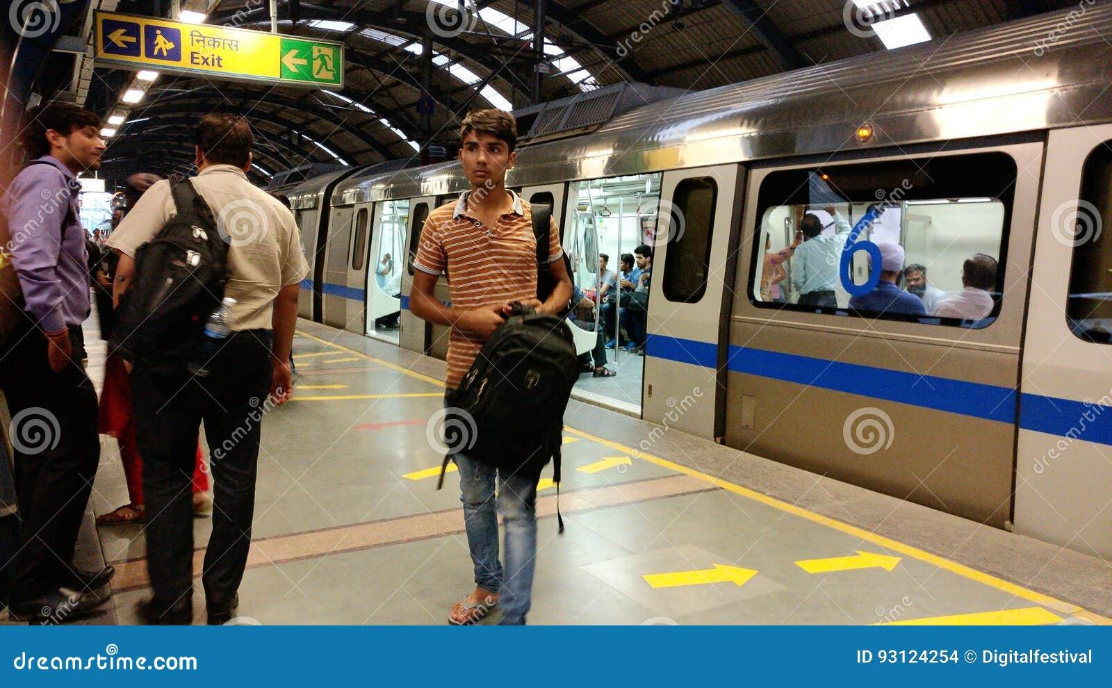 新德里地铁路轨地铁运输系统