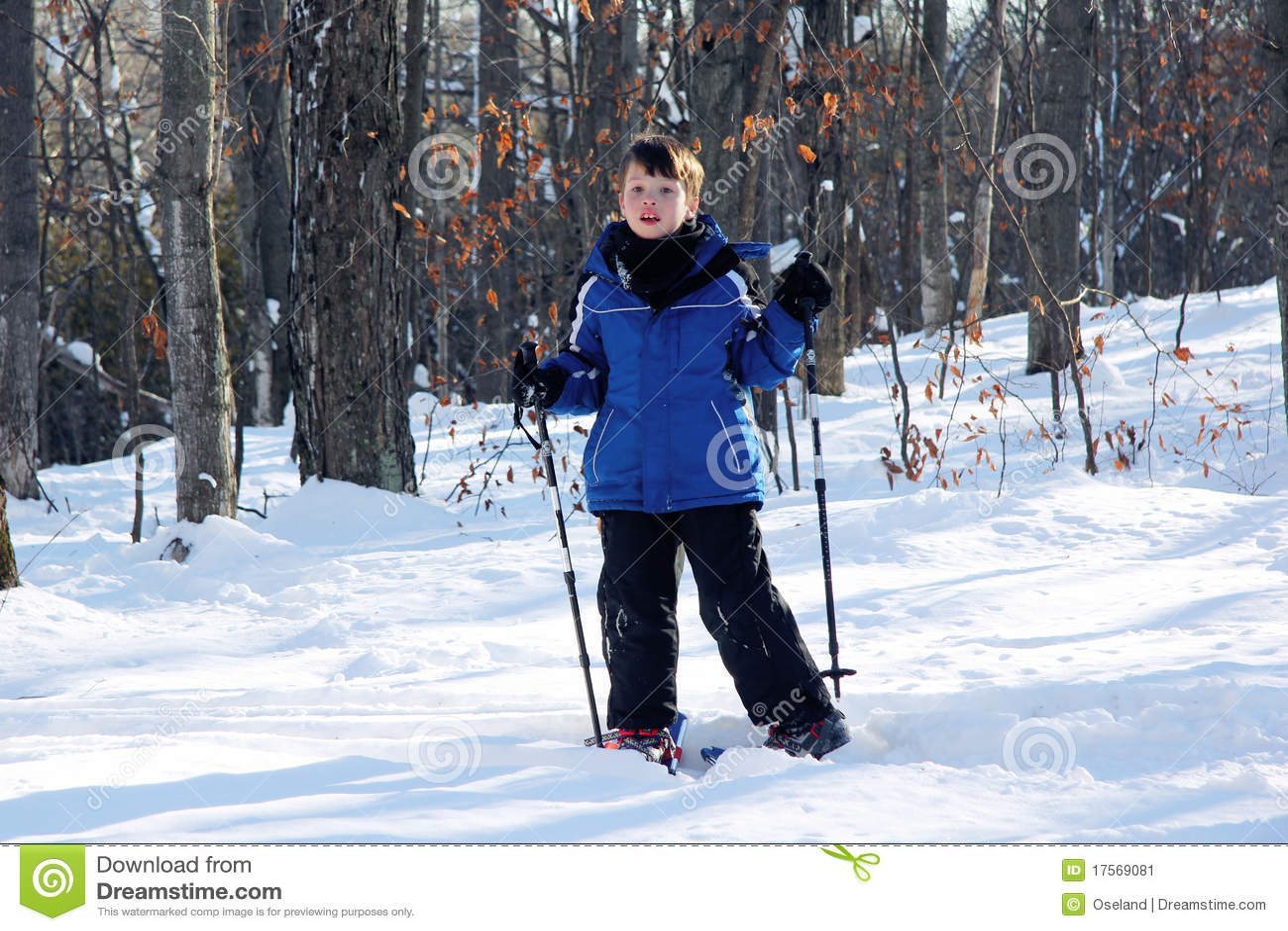 新男孩的雪靴
