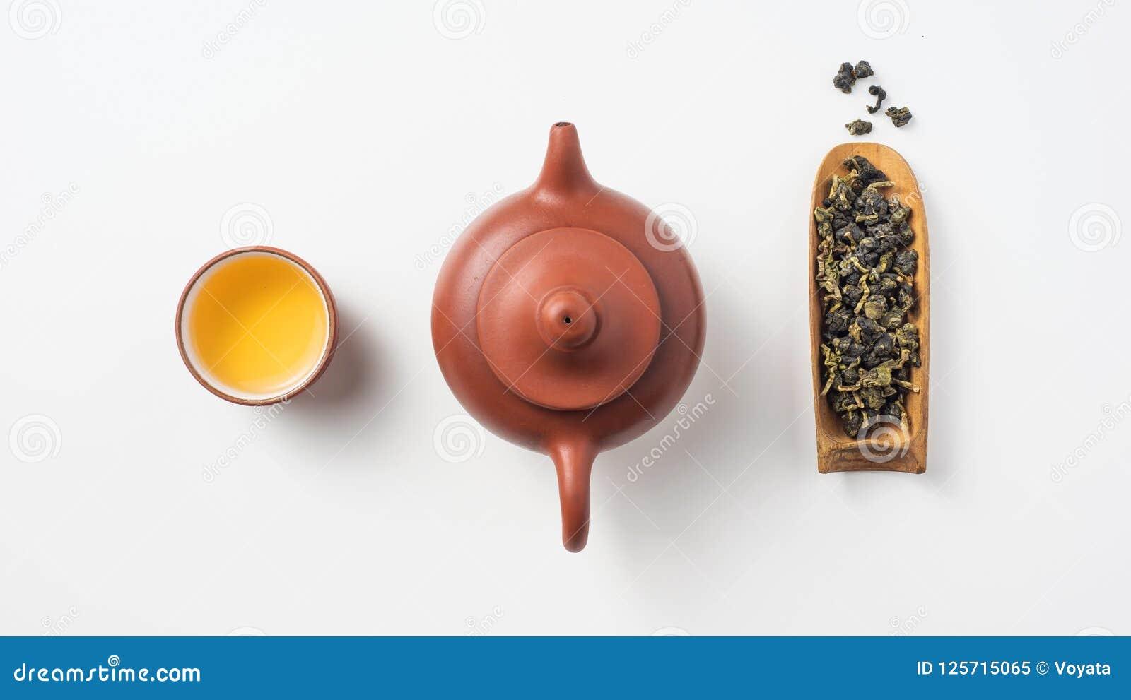 新鲜的台湾oolong茶和茶壶