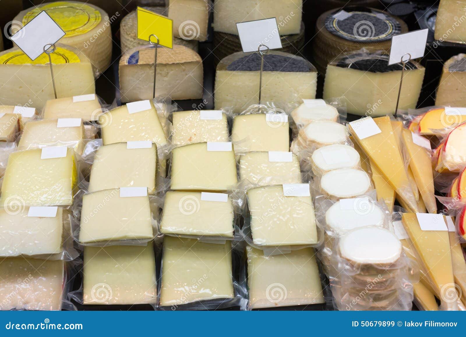 Download 新鲜的干酪在组装和散装在柜台的 库存图片. 图片 包括有 出售, 许多, 室内, 干酪, 零售, 美食, 销售额 - 50679899
