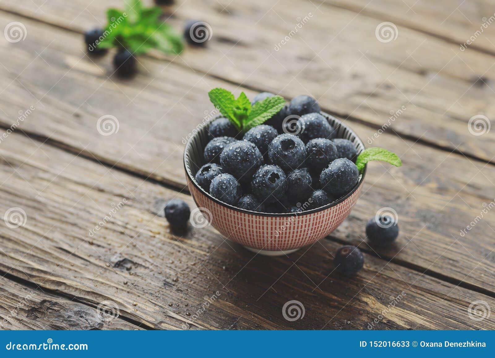 新鲜的甜蓝莓