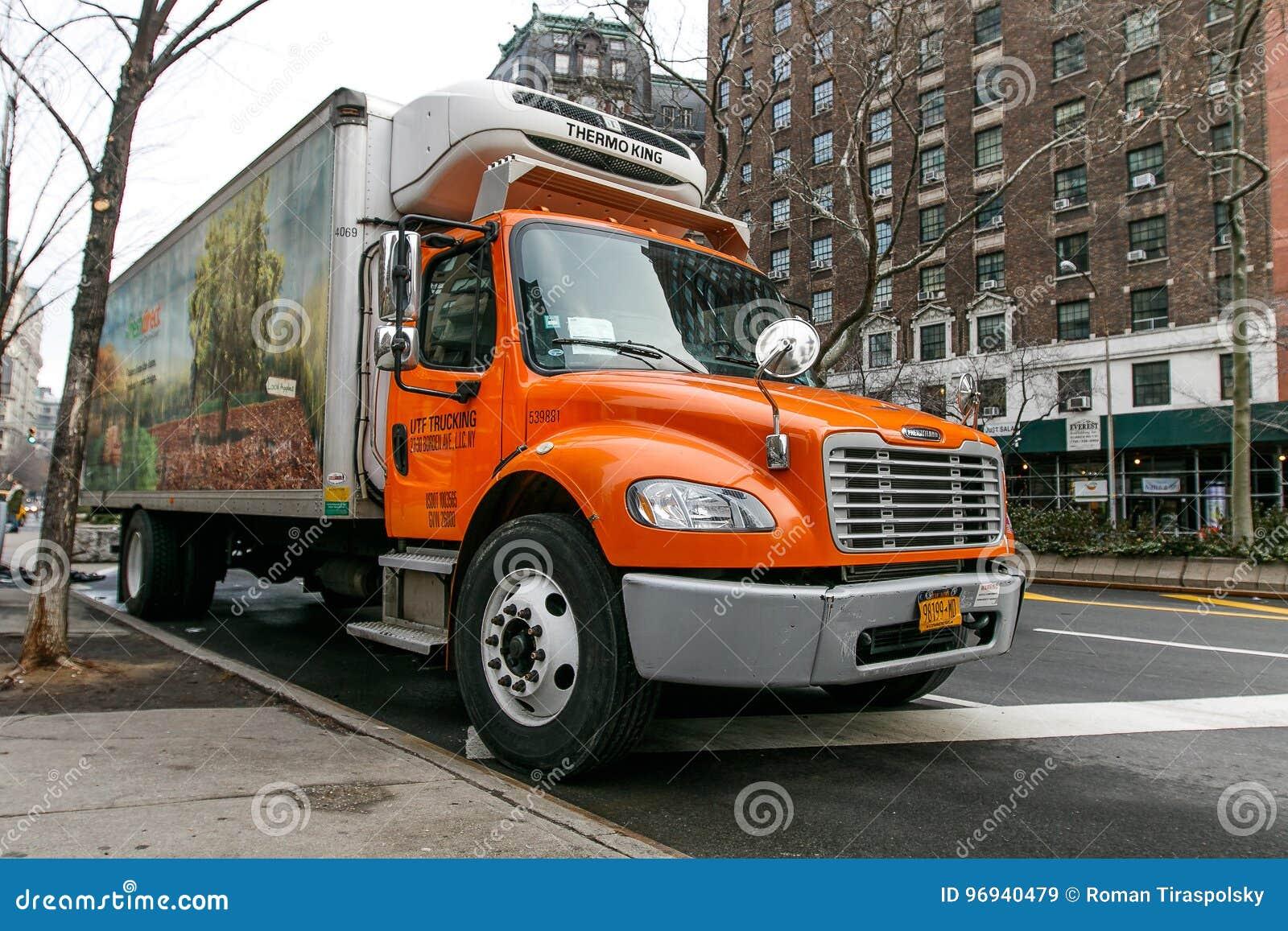 新鲜的直接食物送货卡车