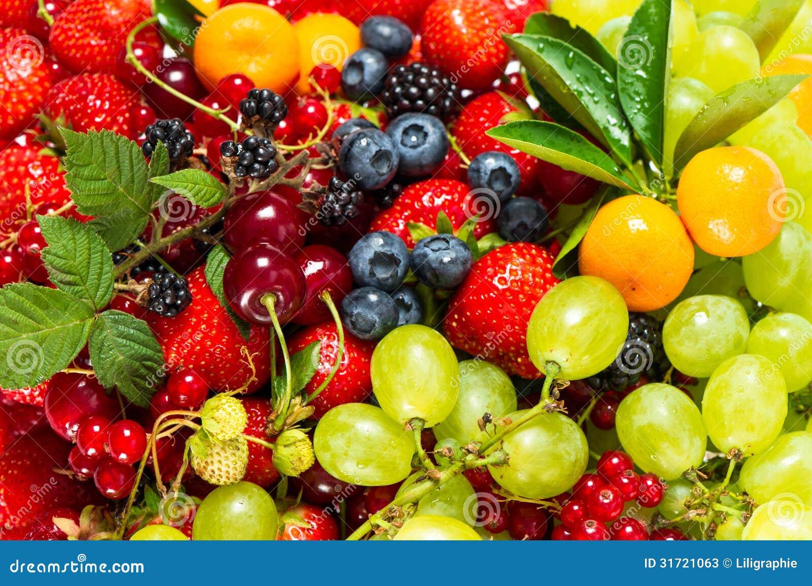 新鲜水果和莓果的混合。未加工的食品成分
