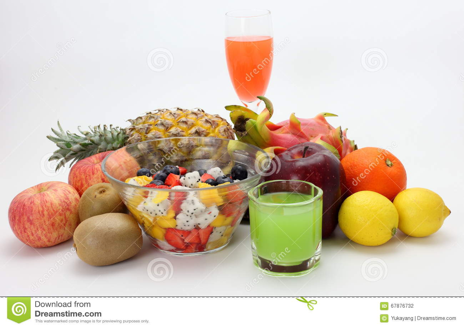 新鲜水果沙拉和果汁