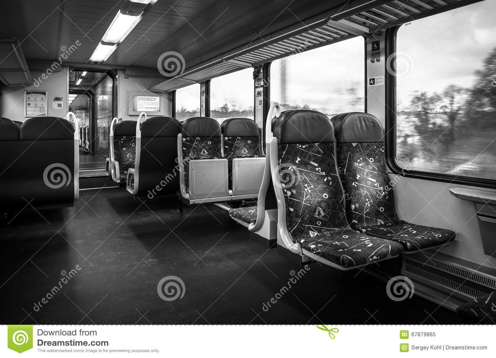 旅客列车 一个第二等的支架的内部