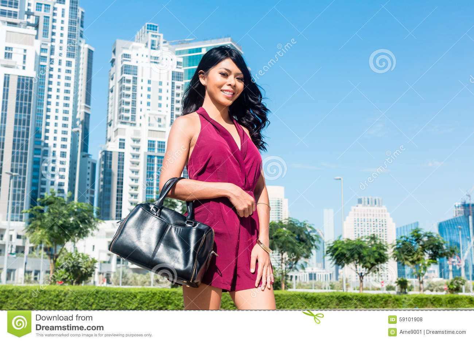 旅游妇女城市假期在迪拜