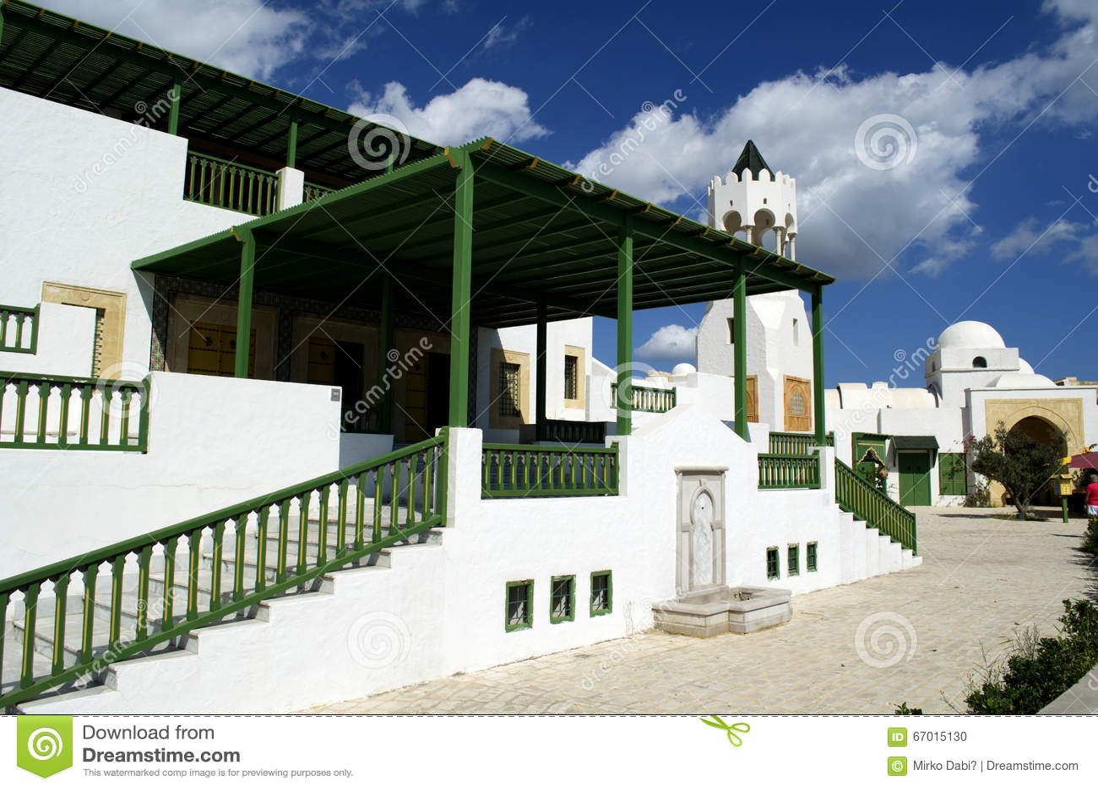 旅游村庄在La Goulette巡航终端在突尼斯