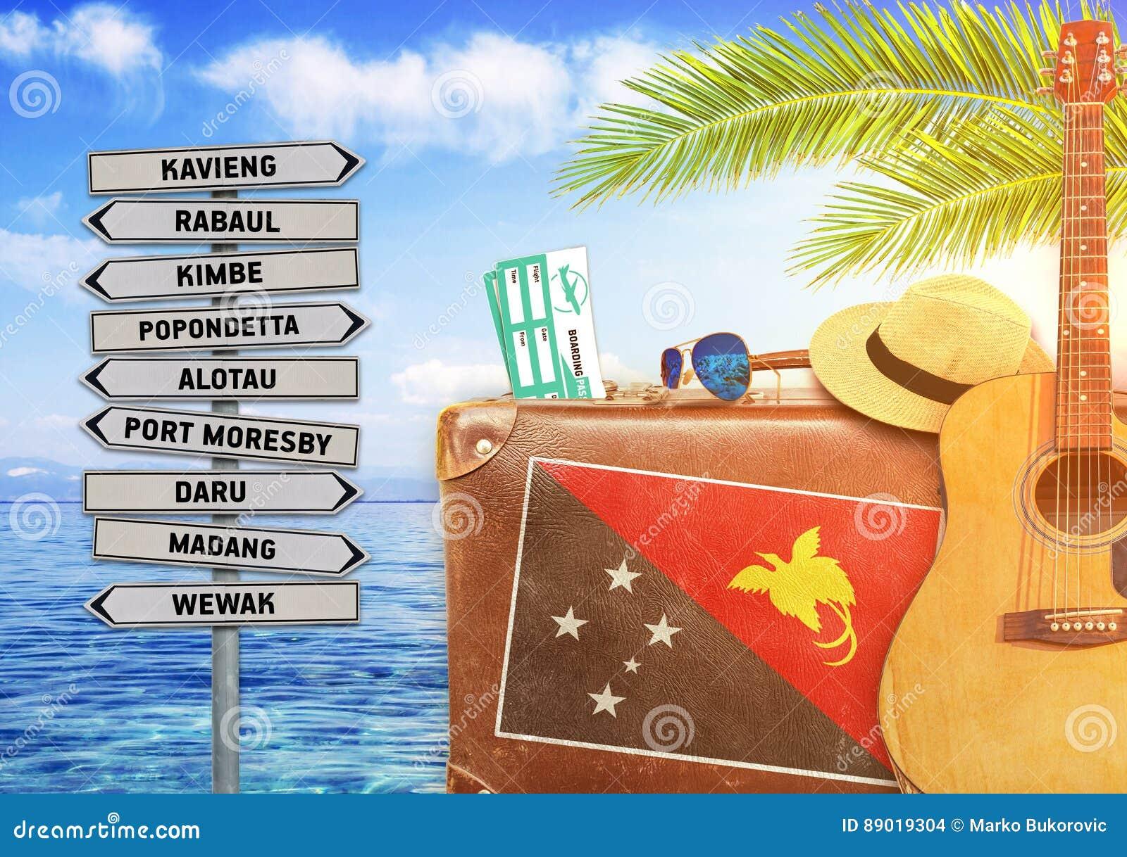 旅行与老手提箱和巴布亚新几内亚的夏天的概念
