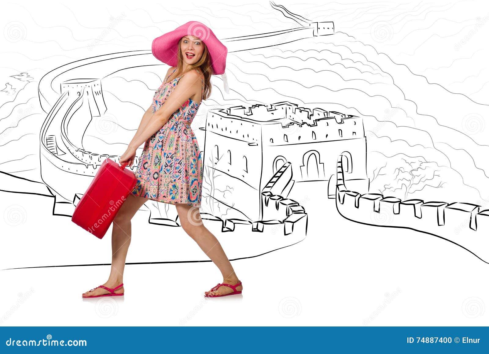旅行到瓷的少妇看长城