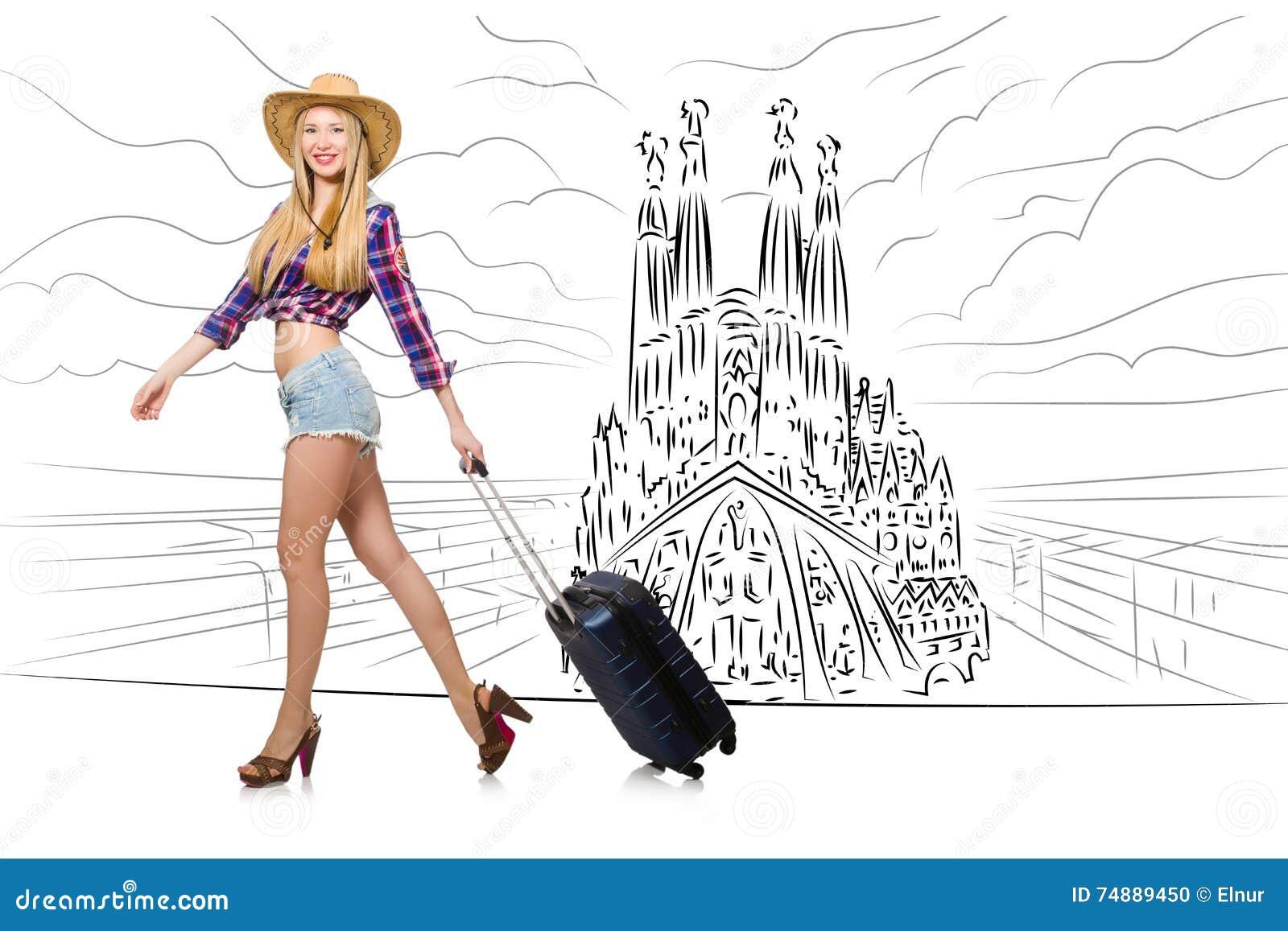 旅行到西班牙的少妇看sagrada familia