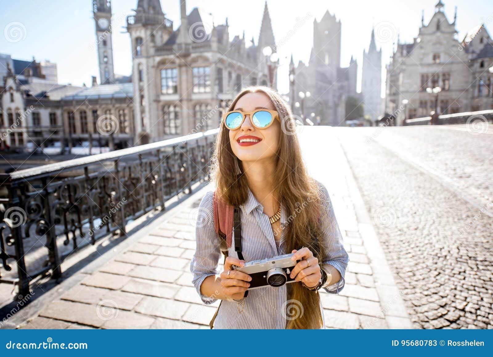旅行在绅士老镇,比利时的妇女