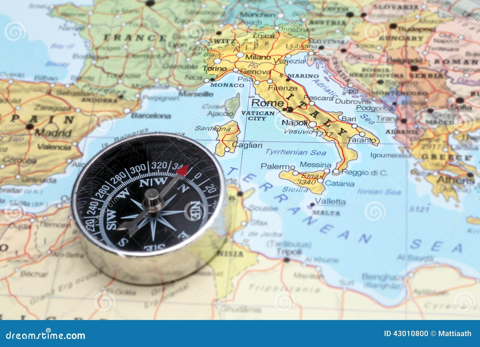 旅行目的地意大利,与指南针的地图