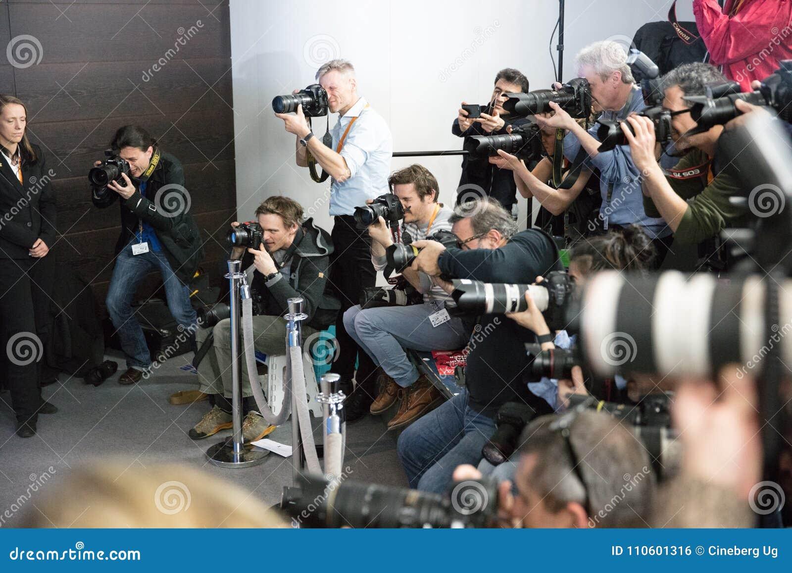 无固定职业的摄影师在工作