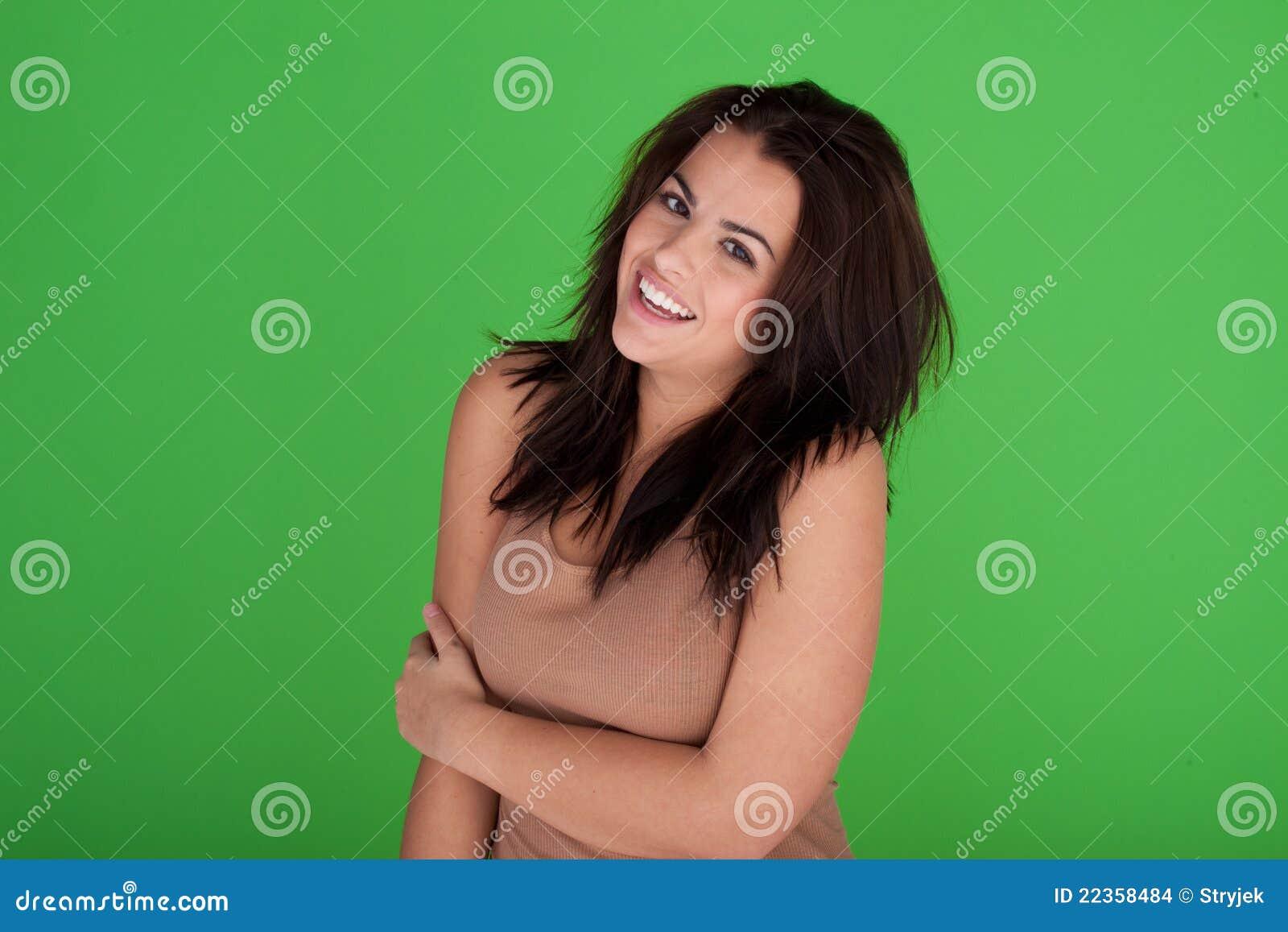 无忧无虑的笑的妇女年轻人
