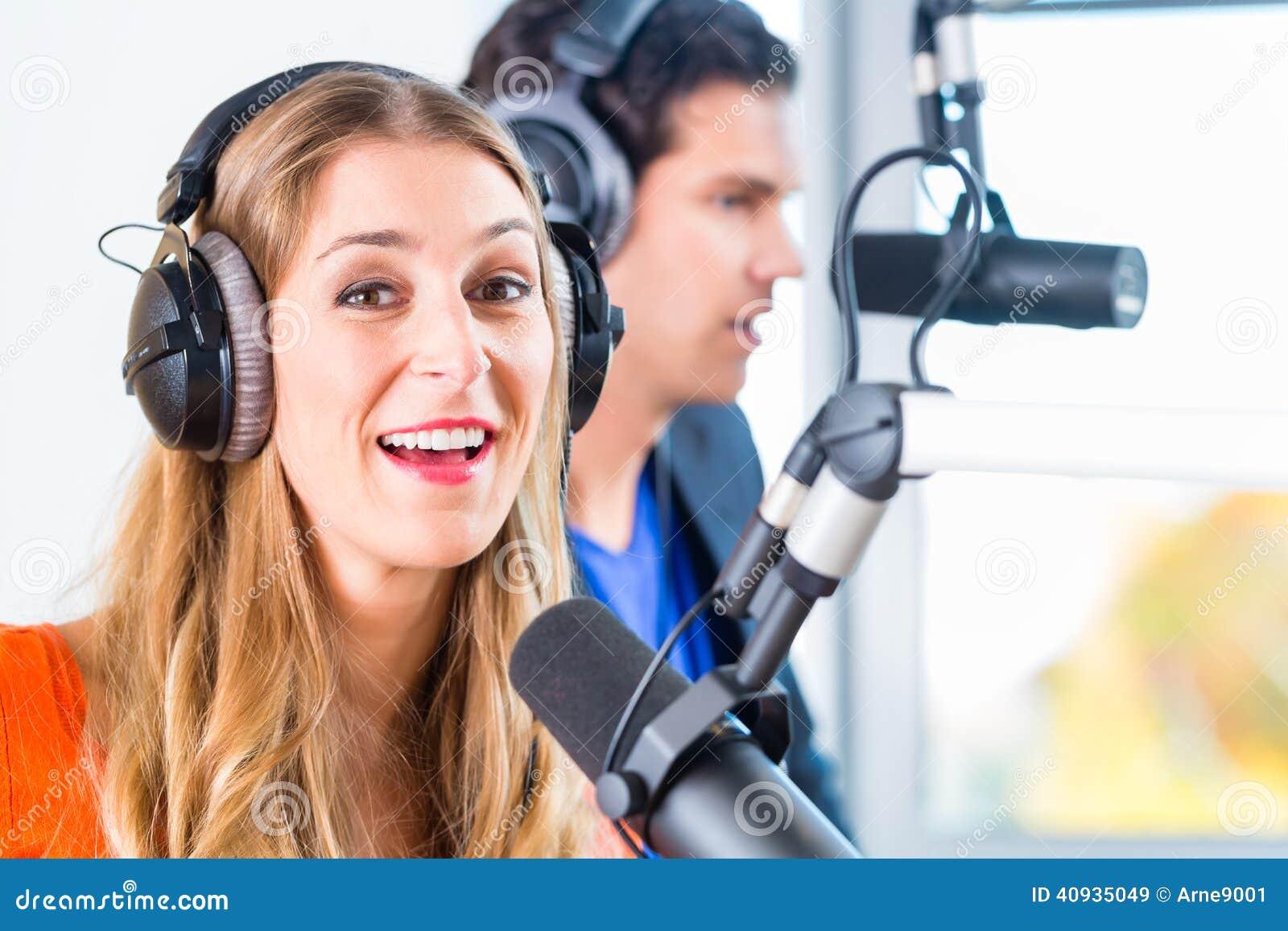 无线电赠送者在空气的电台