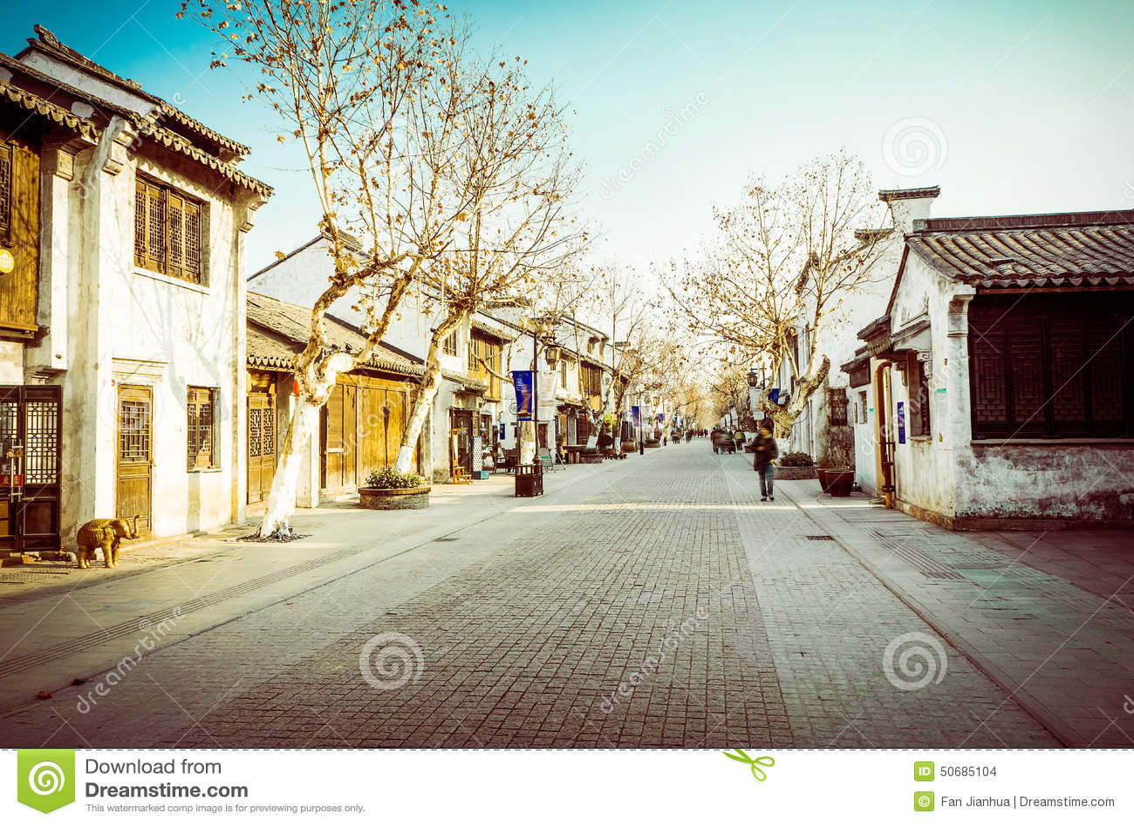 Download 无锡惠山镇街 库存照片. 图片 包括有 石头, 购物, 游人, 反气旋, 休闲, 传统, 村庄, 著名, 地点 - 50685104