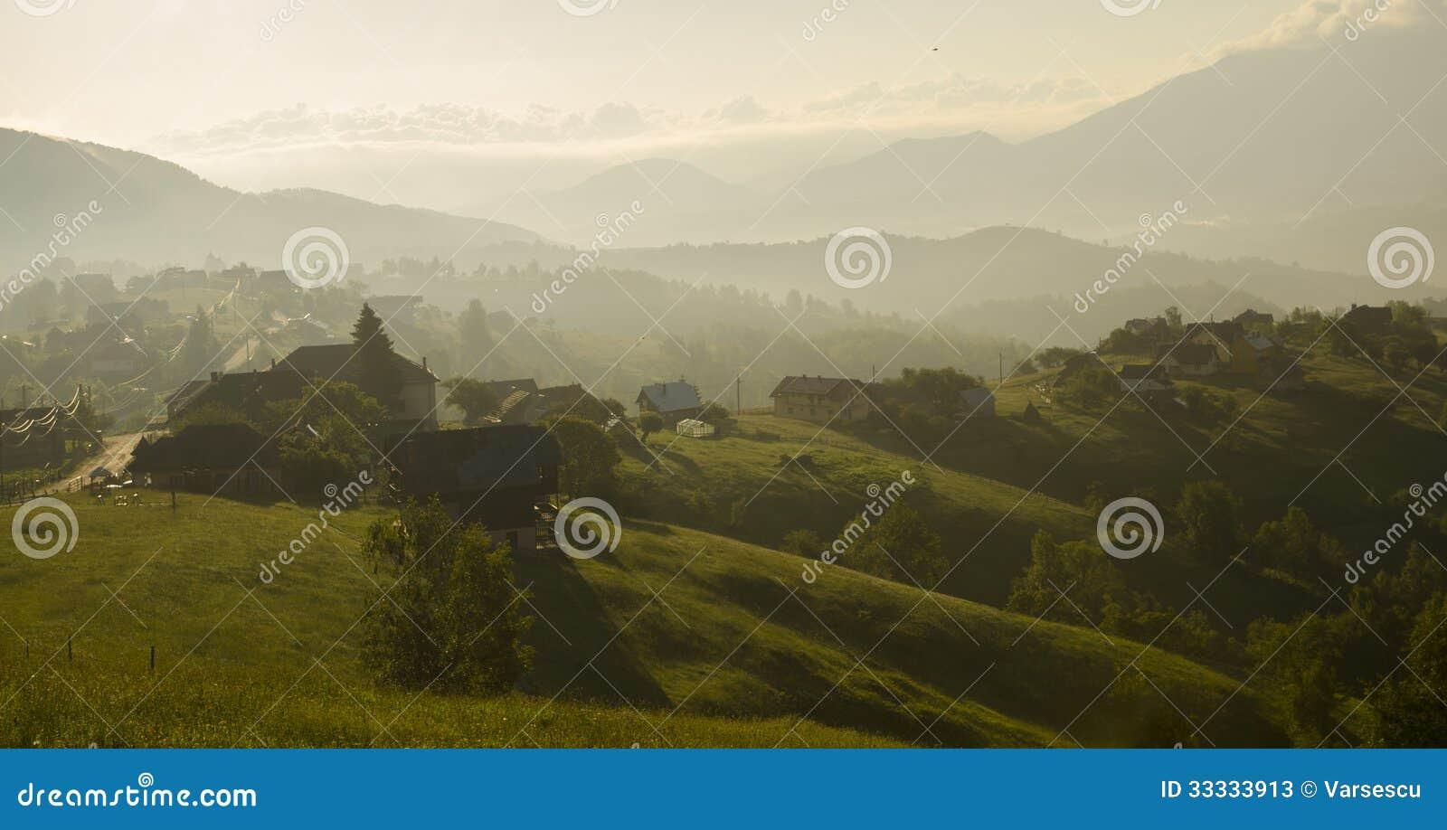 日出在农村山村