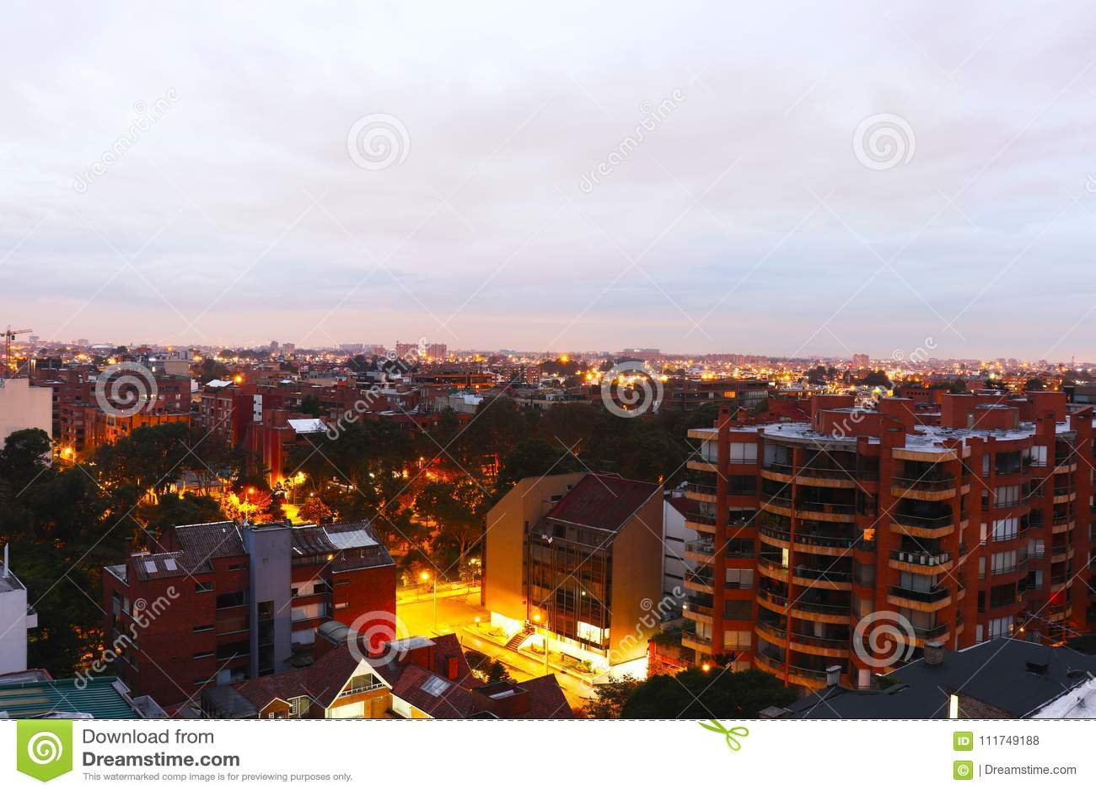 日出在城市