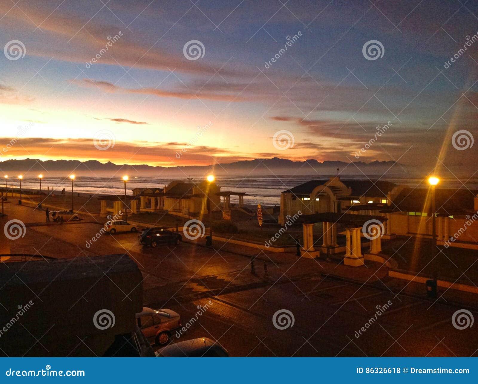 日出在开普敦南部的海