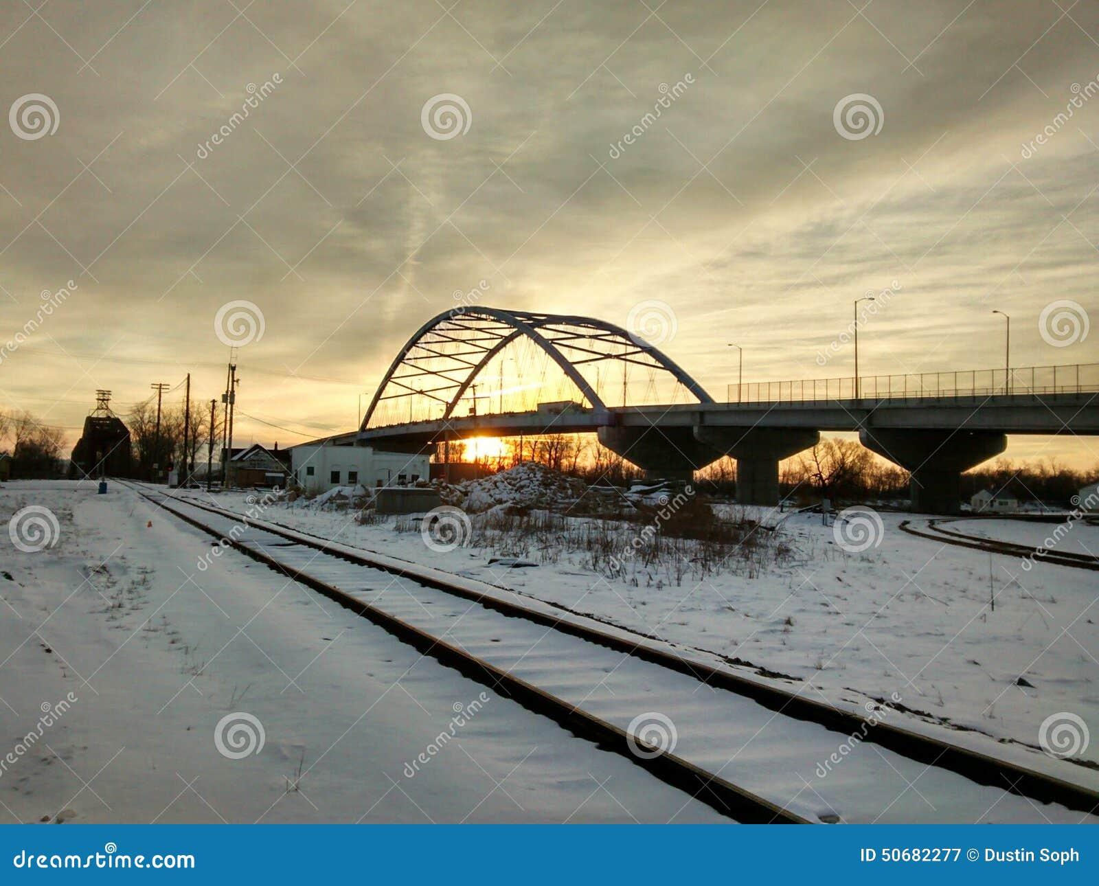 Download 日出在阿梅莉亚・埃尔哈特桥梁下 库存图片. 图片 包括有 纪念, 的amargo, 堪萨斯, 日出, 贿赂 - 50682277