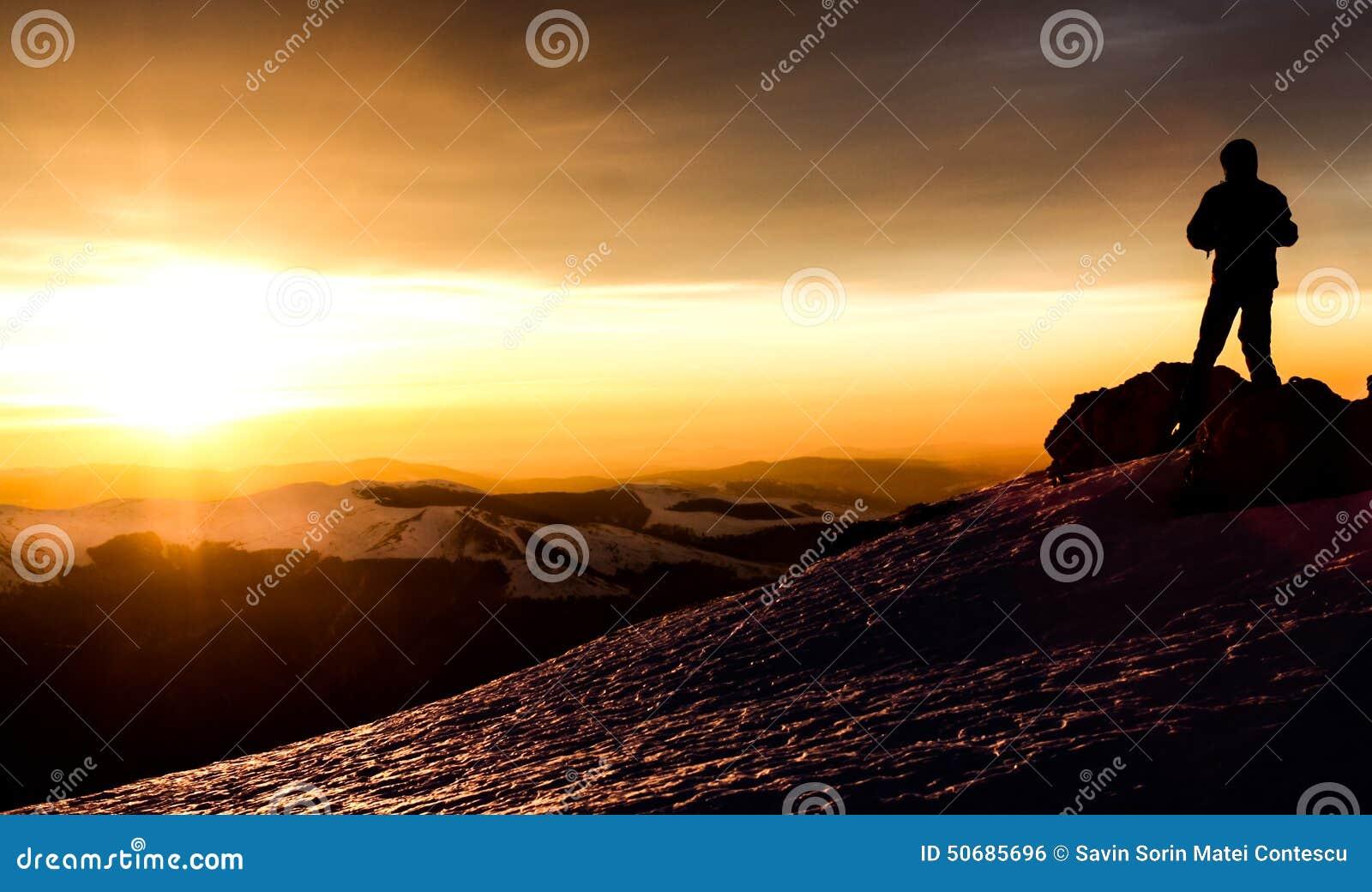 Download 日出山冬天风景 库存照片. 图片 包括有 美丽如画, 全景, 平安, 灌木, 橙色, 户外, 蓝色, 人们 - 50685696