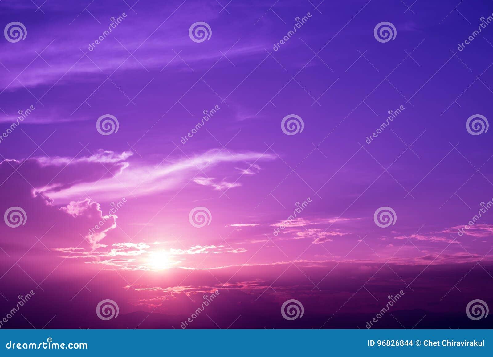 日出紫色天空