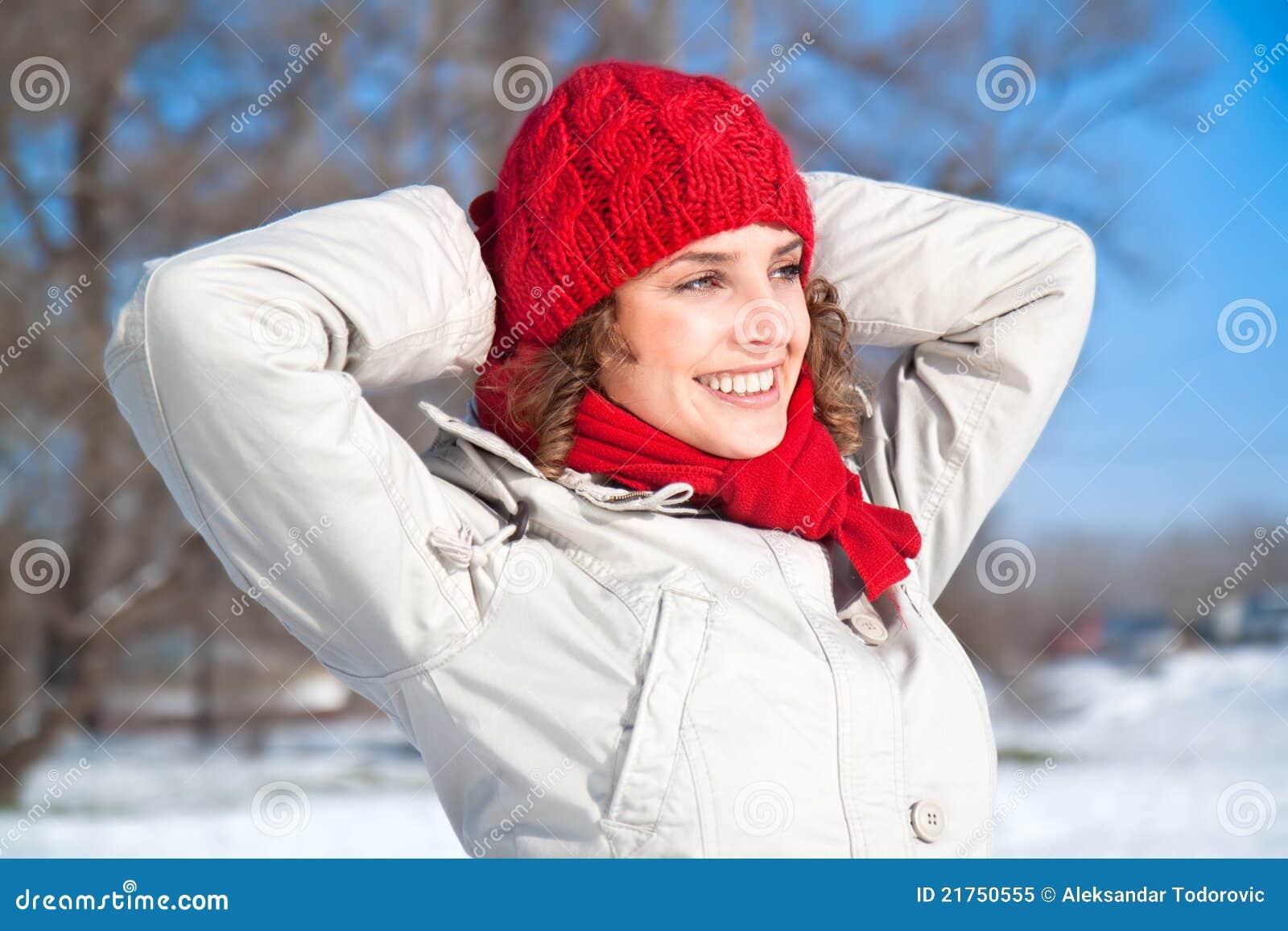 日愉快的雪晴朗的妇女年轻人