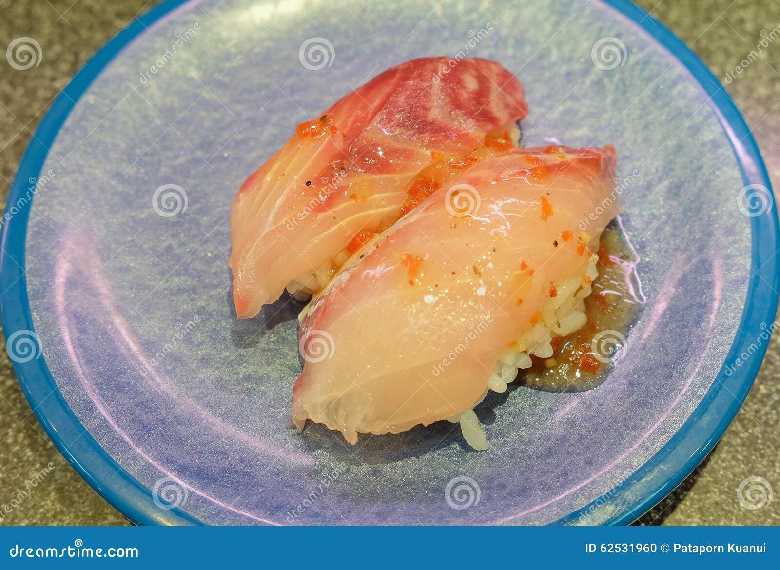 日本鲈鱼寿司用辣味番茄酱