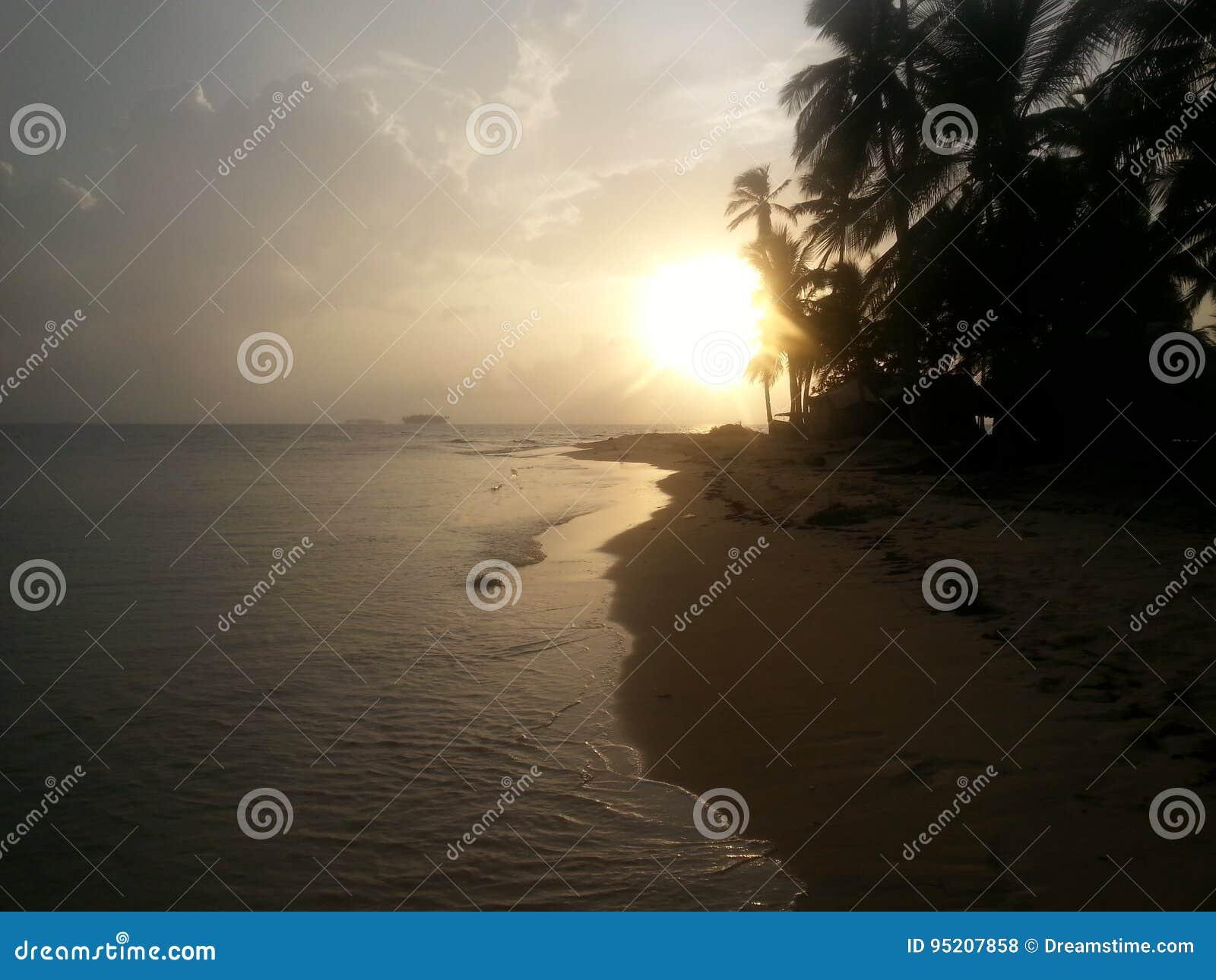 日落在圣布拉斯巴拿马