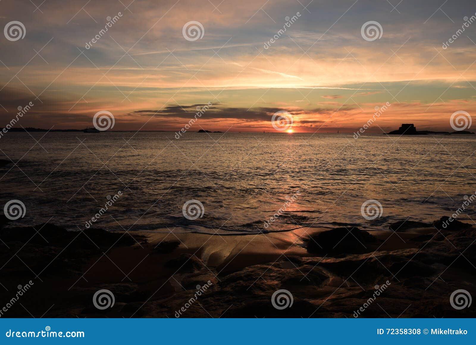 日落在圣马洛湾