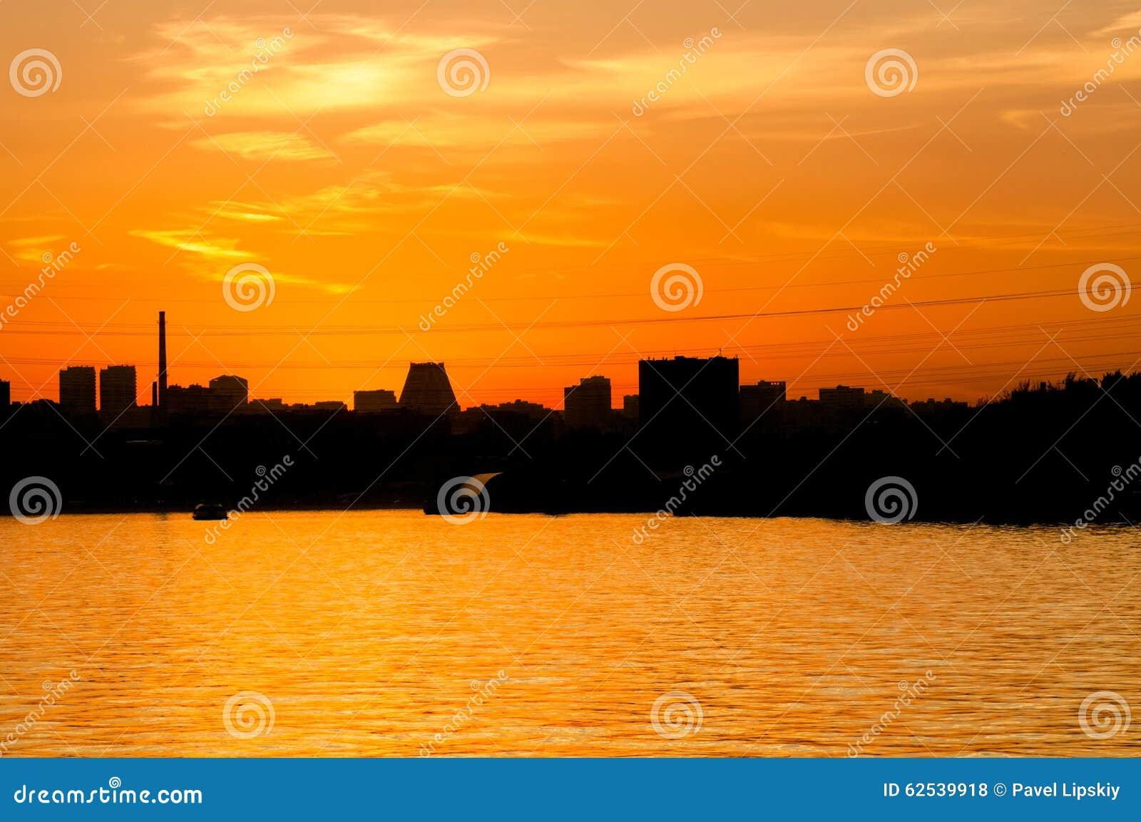 日落在城市