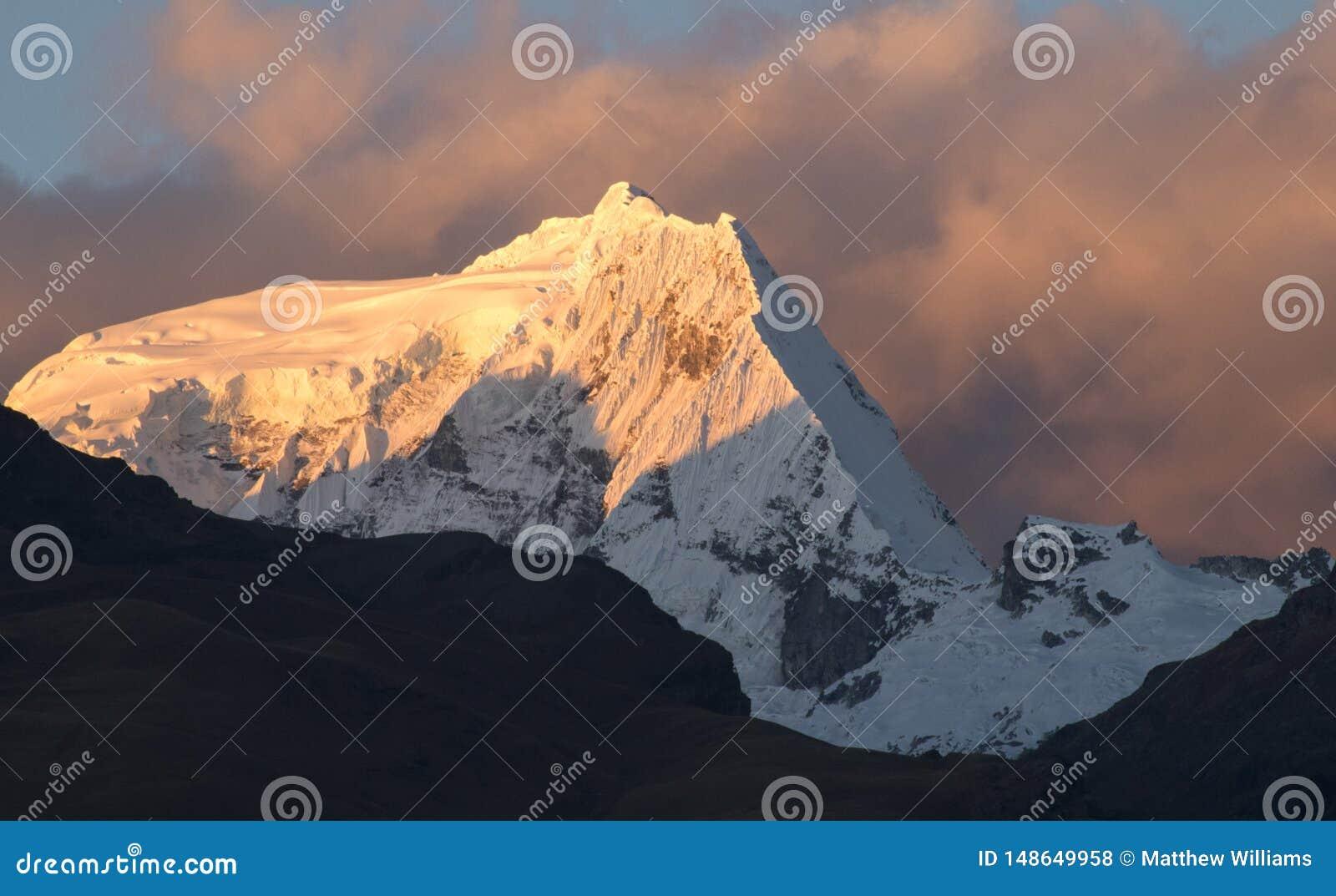 日落在秘鲁安地斯