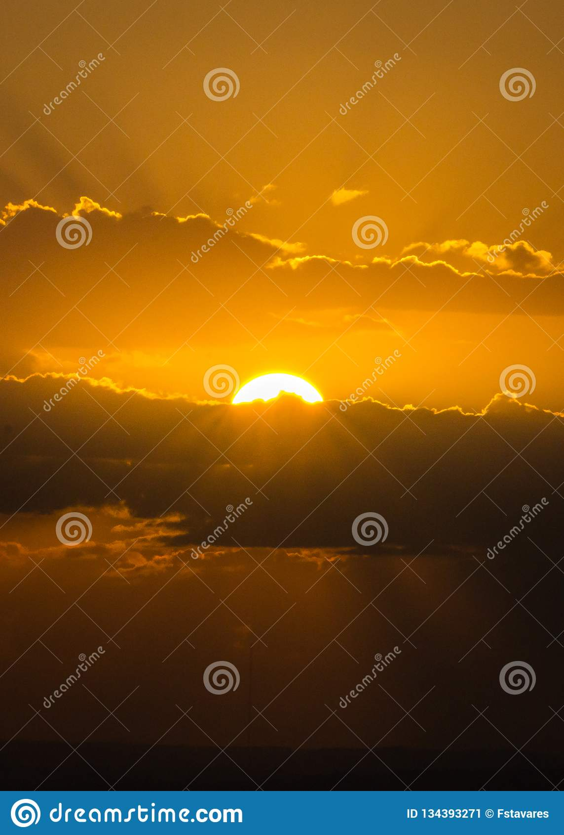 日落小时在阿雷格里港,南里奥格兰德州,巴西