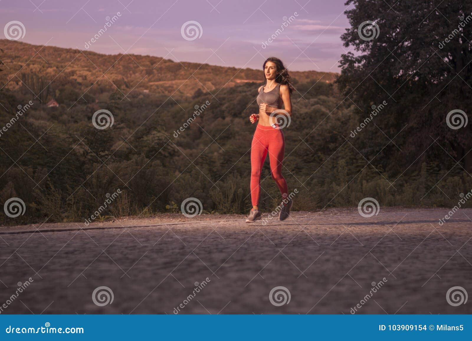 日落日出,木树,跑的跑步,一年轻成人wom