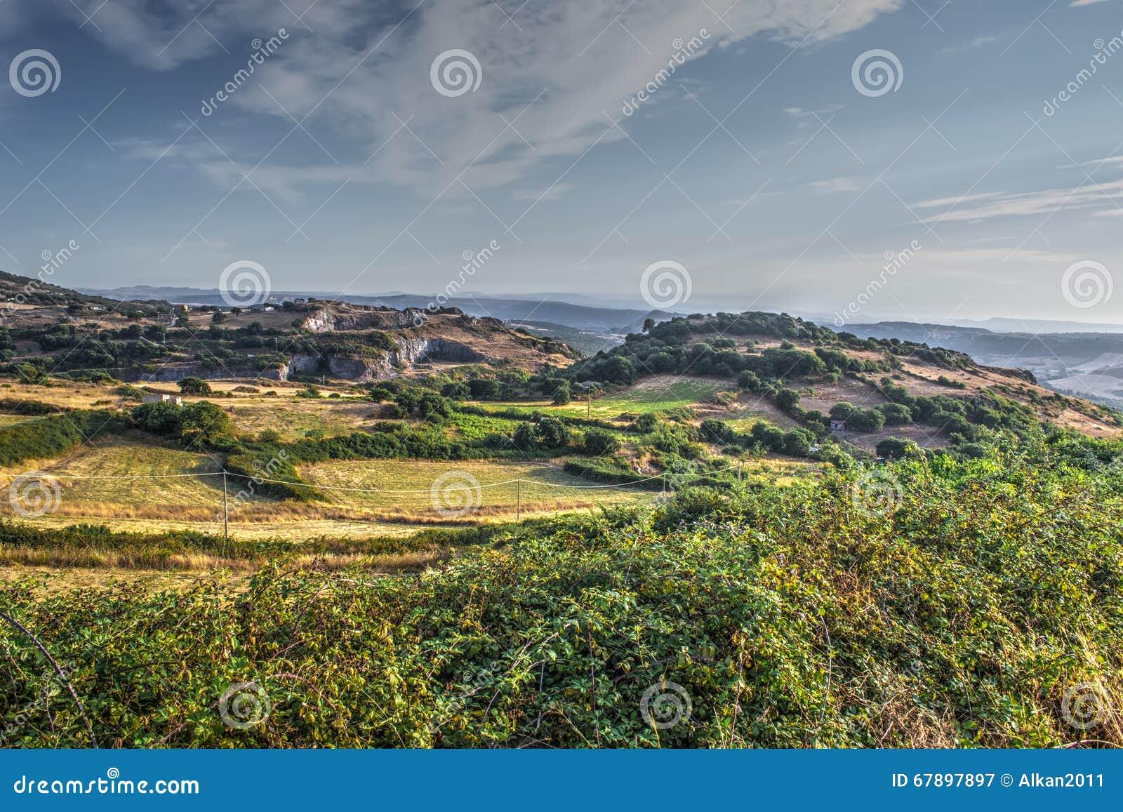 日落的乡下在撒丁岛