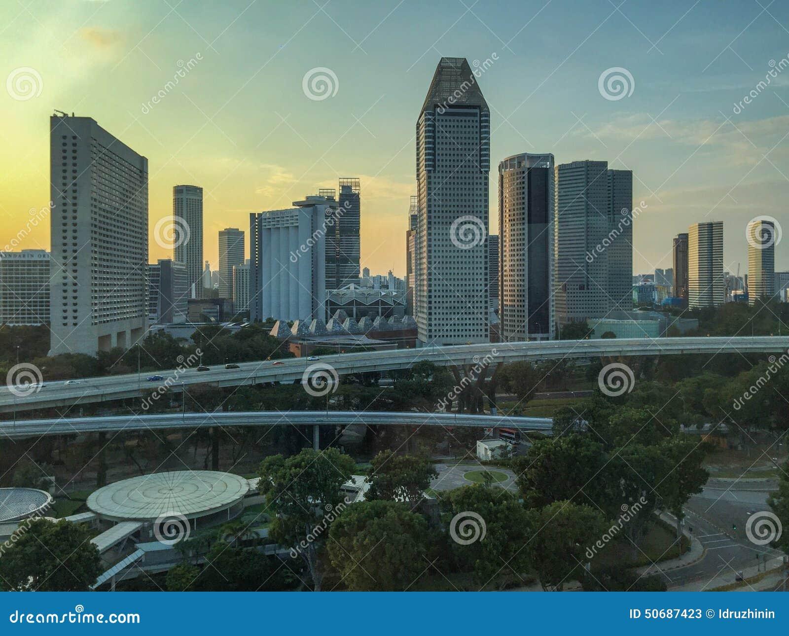 Download 日落的新加坡摩天大楼 库存图片. 图片 包括有 布哈拉, 改良, beautifuler, 照片, 伸手可及的距离 - 50687423