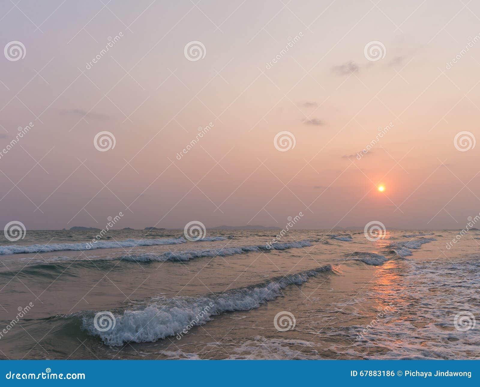 日落的海从泰国海滩