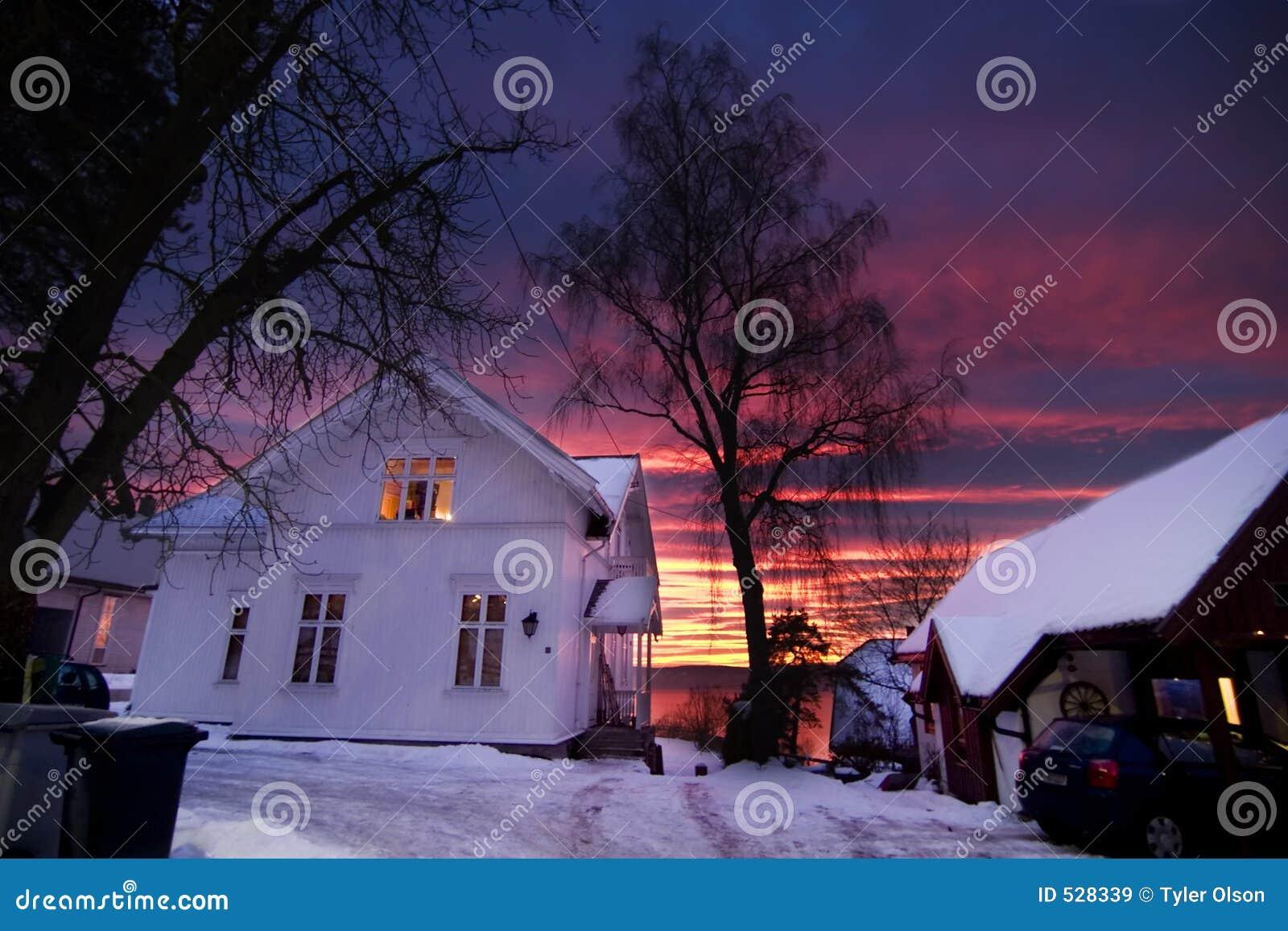 Download 日落 库存图片. 图片 包括有 天气, 城市, 城镇, 紫色, 晚上, beautifuler, 海运, 日出 - 528339