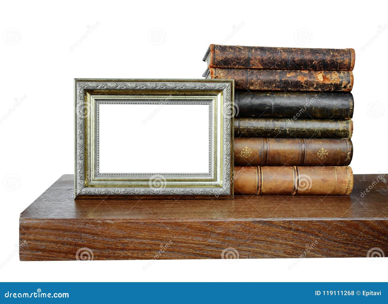 旧书和一个古色古香的照片框架