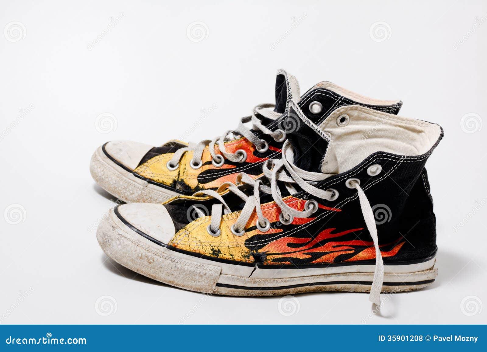破旧的逆全明星鞋子图片