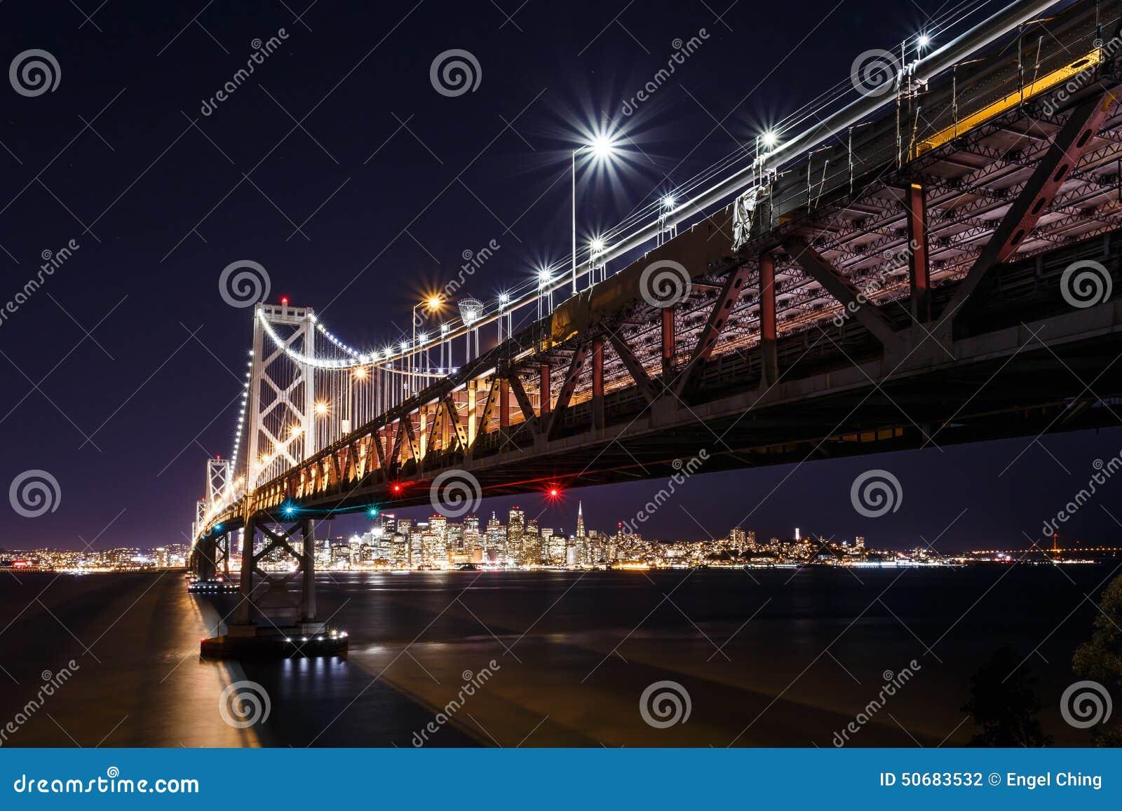 Download 旧金山湾桥梁在晚上 库存照片. 图片 包括有 暂停, 照亮, 黄昏, 加利福尼亚, 拱道, 小珠靠岸的, 晚上 - 50683532