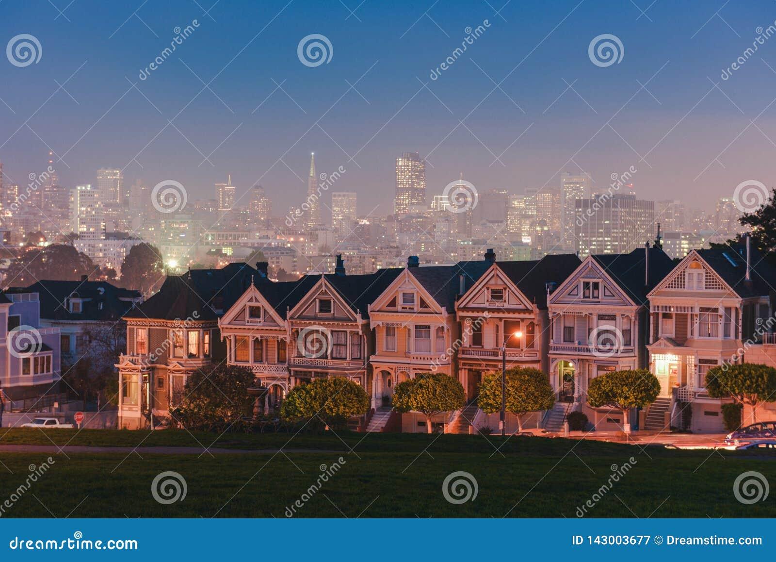 旧金山的被绘的夫人在晚上