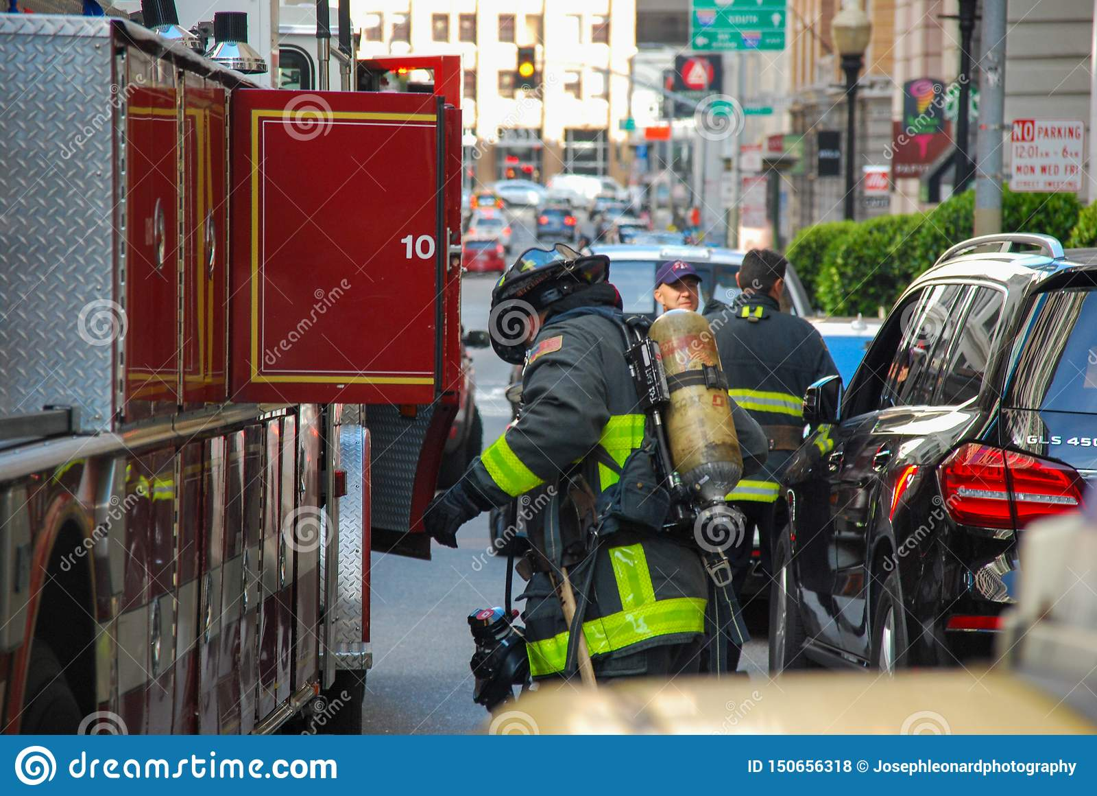 旧金山装载的消防车和的Firemean