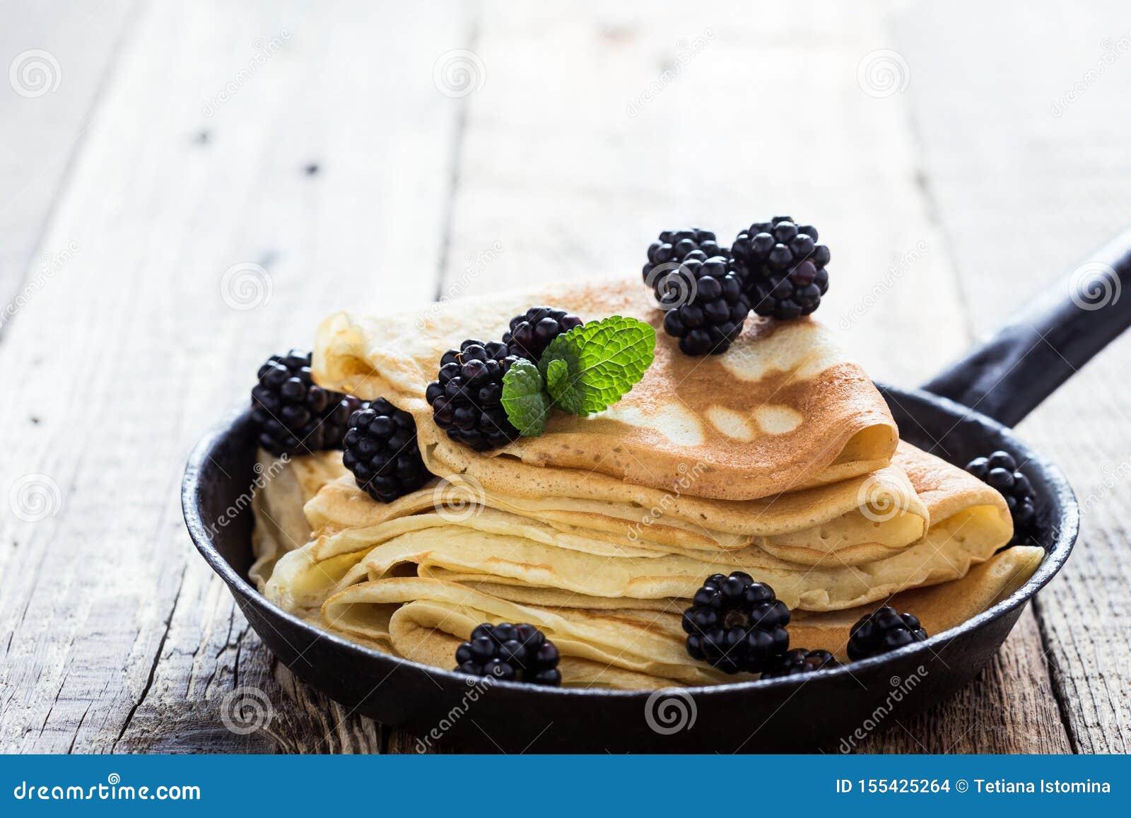 早晨膳食,自创绉纱,新鲜的夏天黑莓